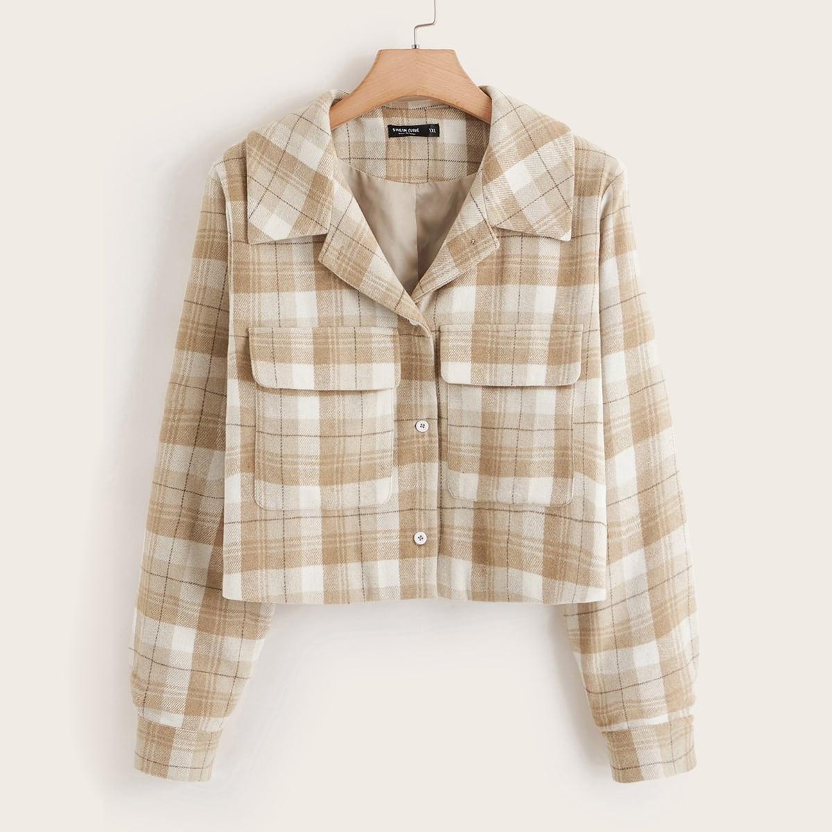 Куртка в клетку с пуговицами и карманом размера плюс