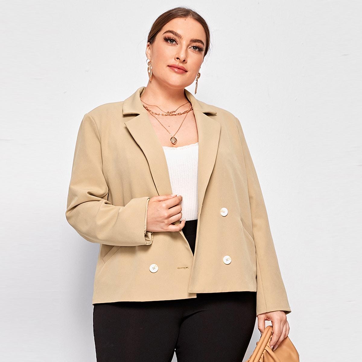 Двубортный пиджак размера плюс