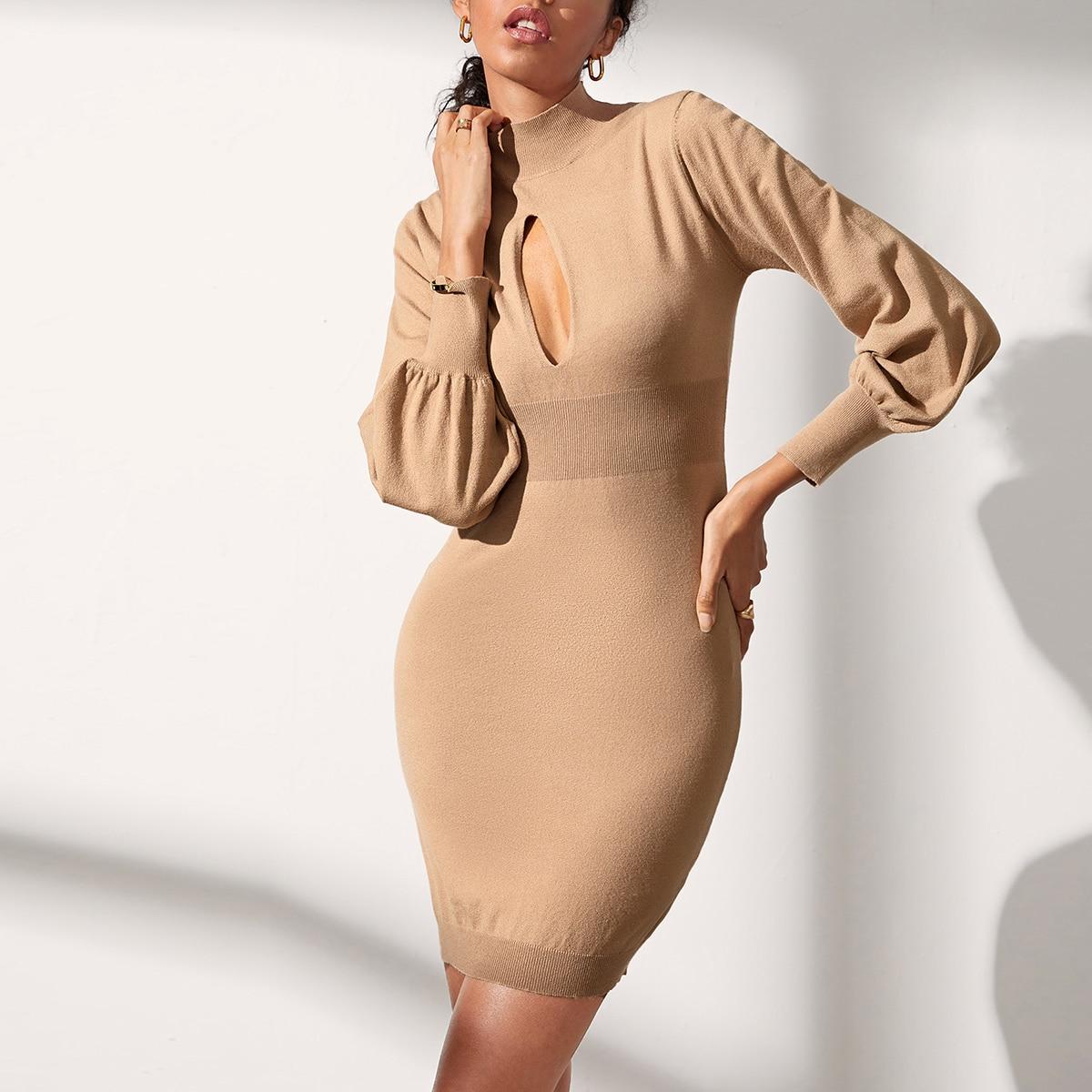 Платье с оригинальным рукавом и разрезом