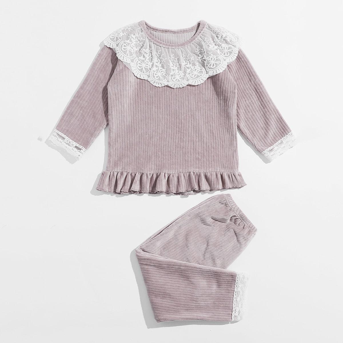 Пижама с оборкой и кружевной отделкой для девочек