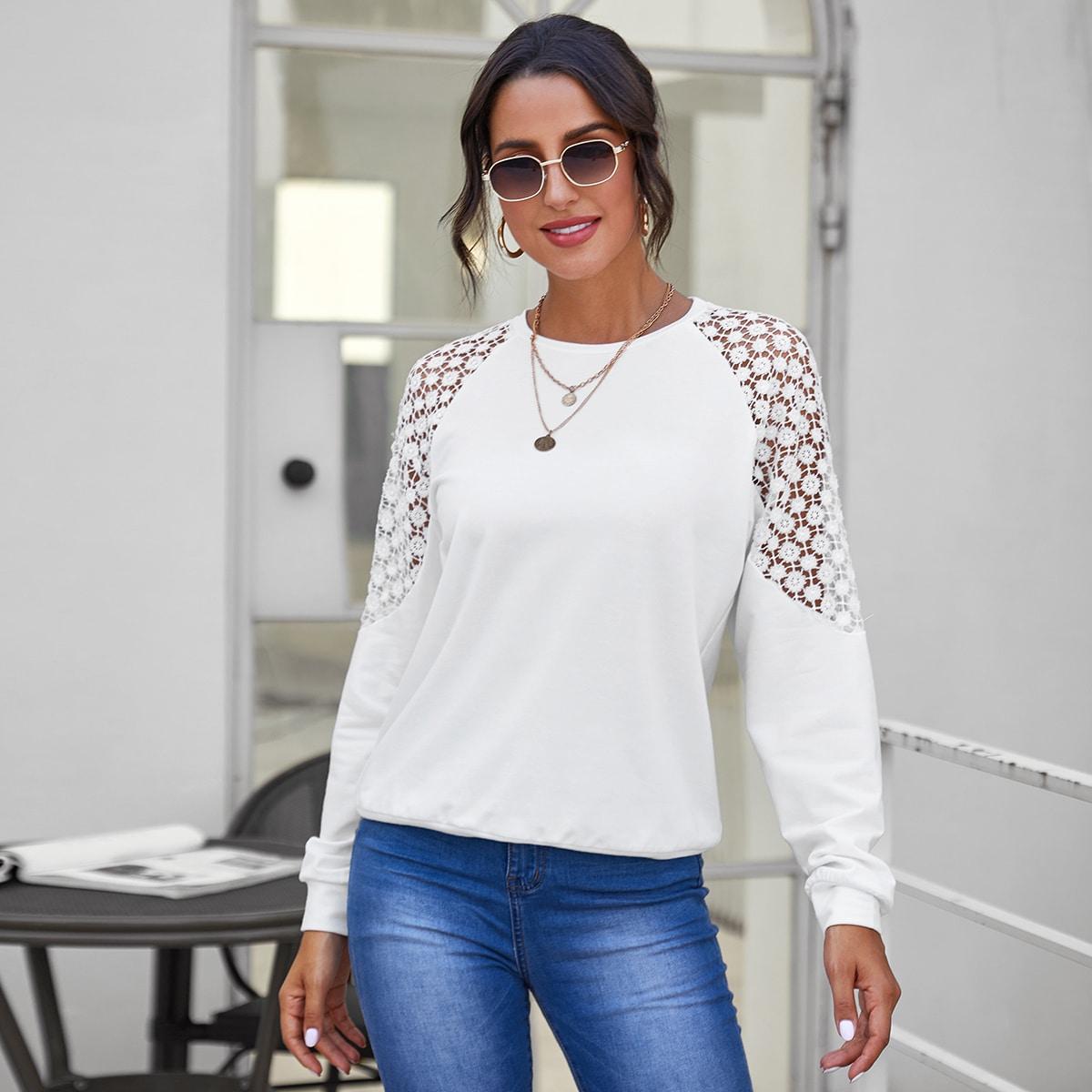 Пуловер с рукавом-регланом и кружевной вставкой