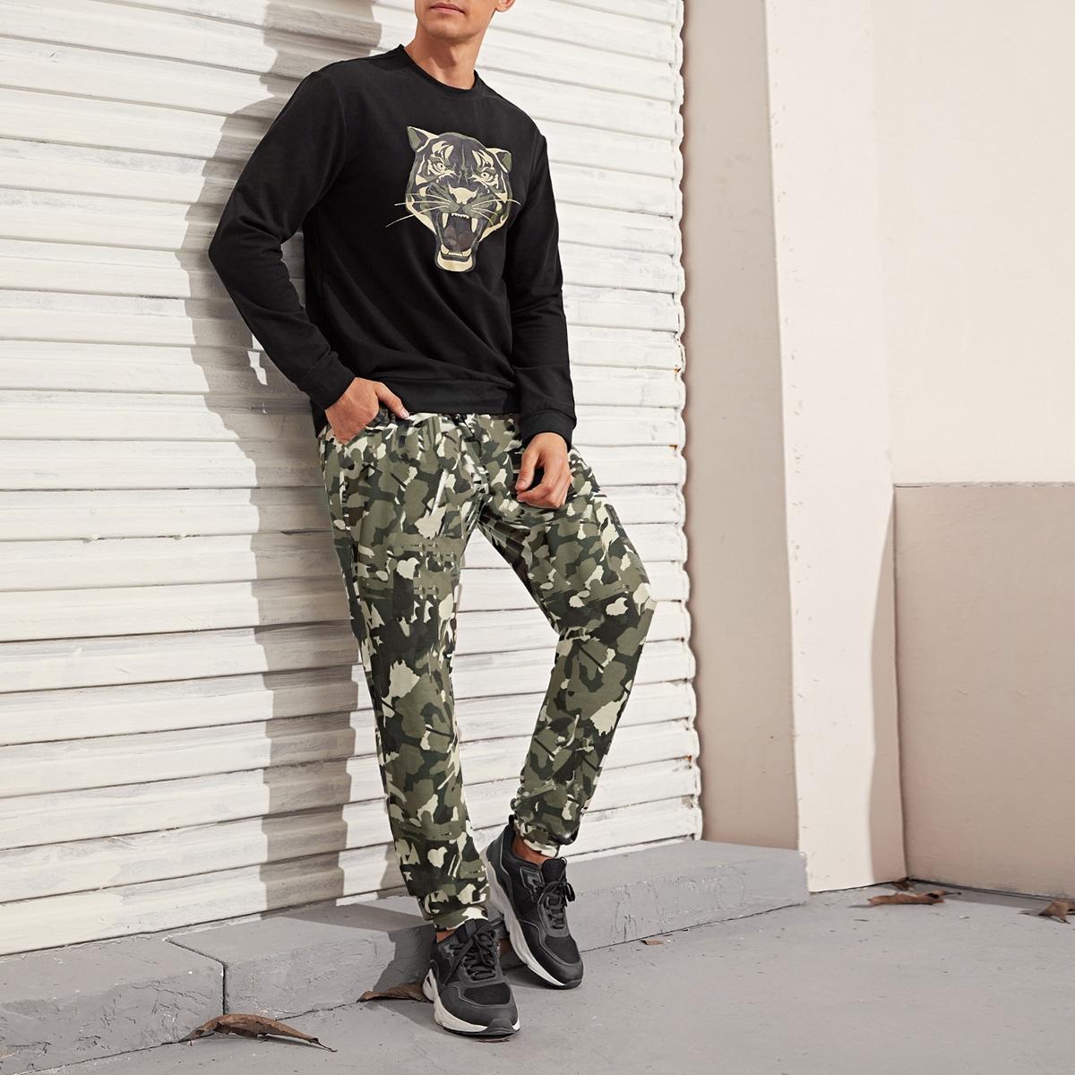 Мужской пуловер с принтом тигры и брюки с камуфляжным принтом