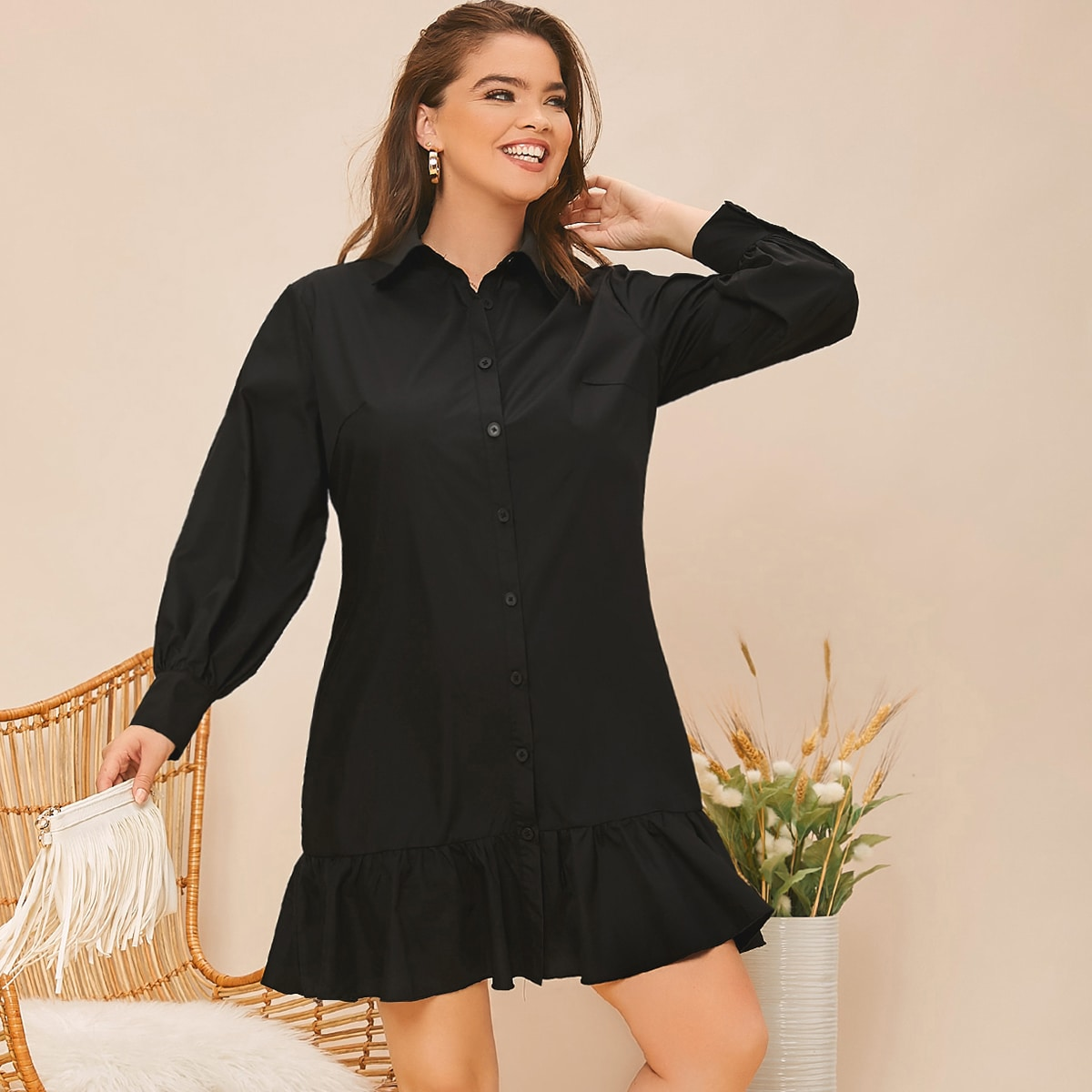 Однотонное платье-рубашка размера плюс