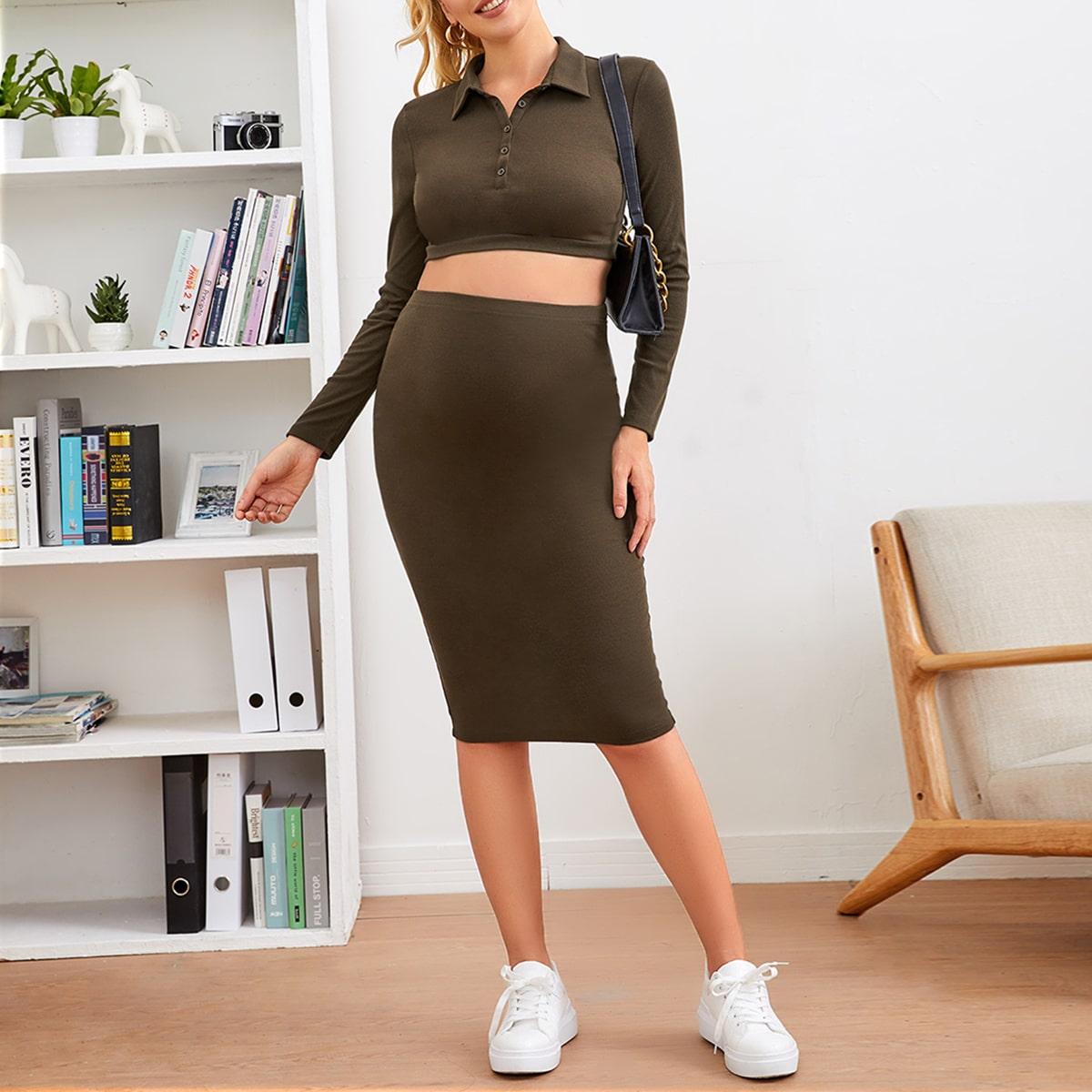 Короткий топ на пуговицах и юбка-карандаш для беременных