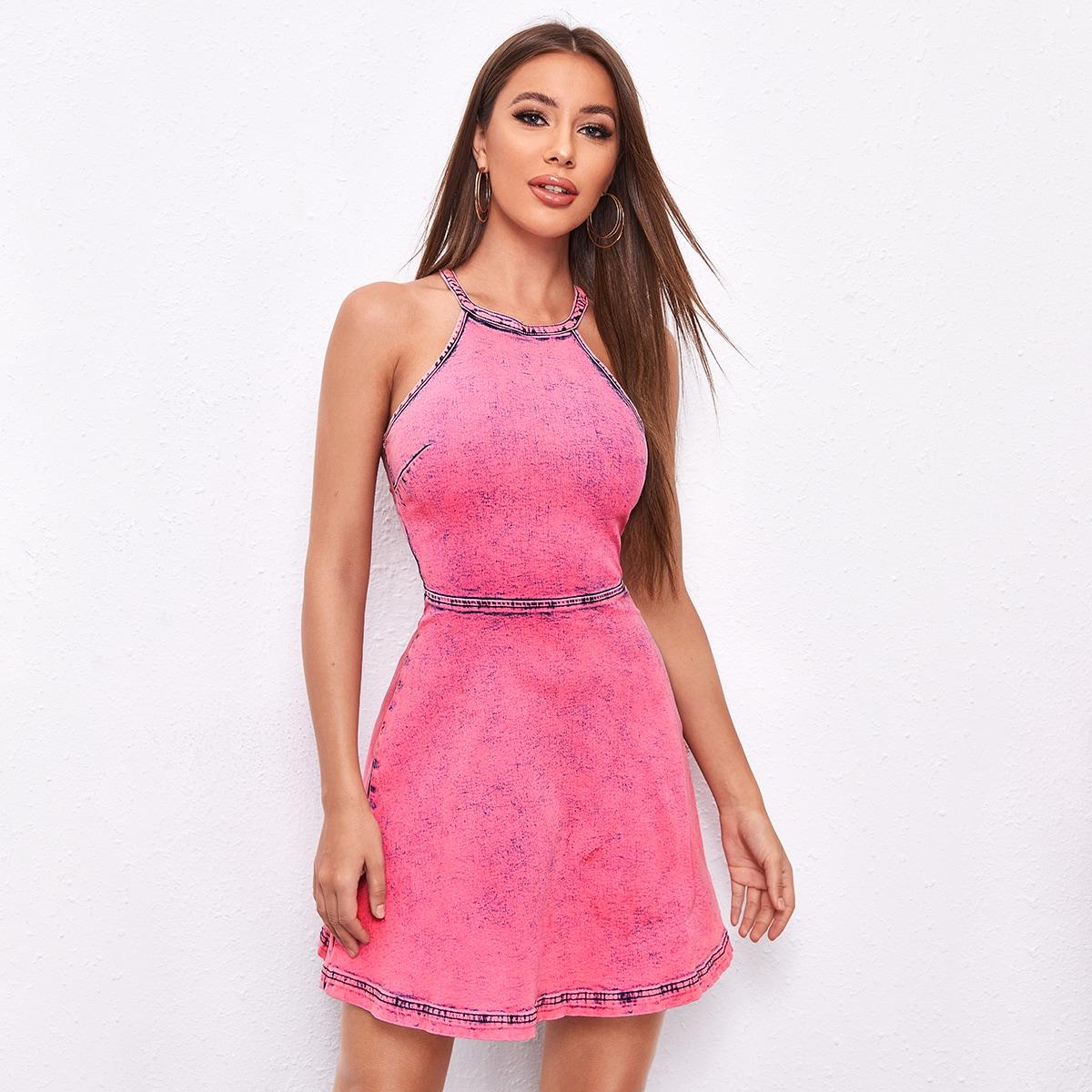 Джинсовое платье с застежкой сзади