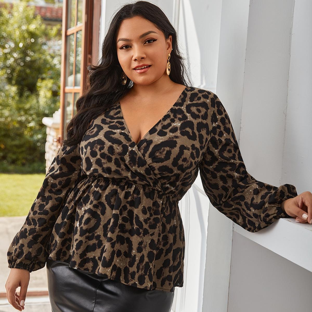 Блузка размера плюс с леопардовым принтом и оборкой