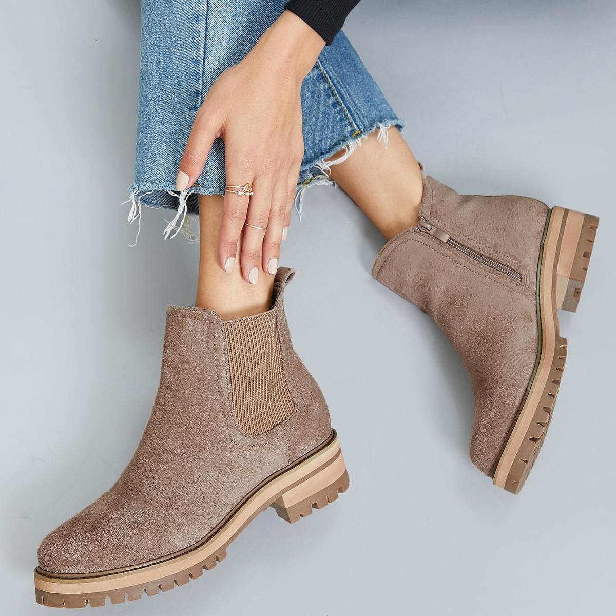 Замшевые сапоги с низким каблуком