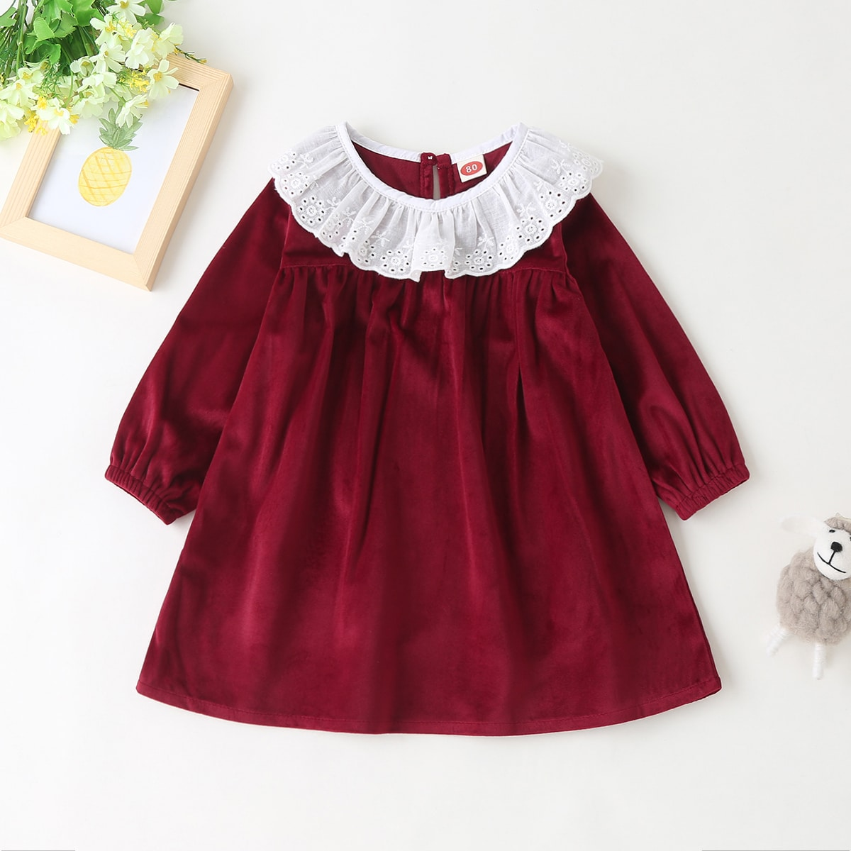 Бархатное платье с ажурной вышивкой для девочек