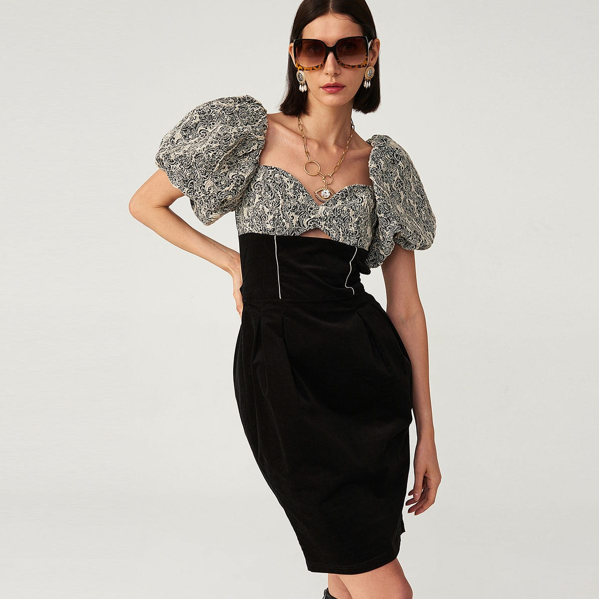 Жаккардовое платье с пышным рукавом