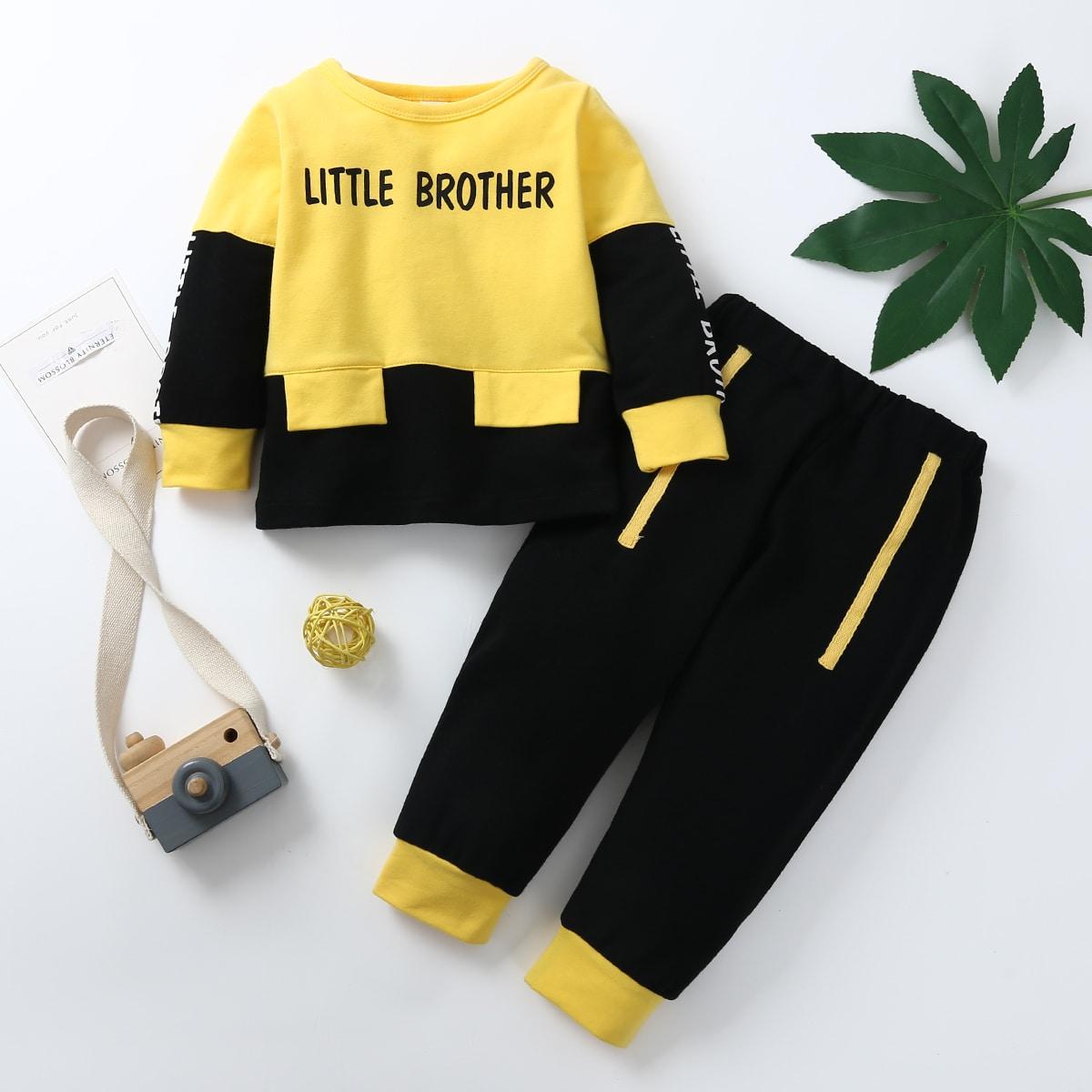 Контрастный свитшот с текстовым принтом и спортивные брюки для мальчиков