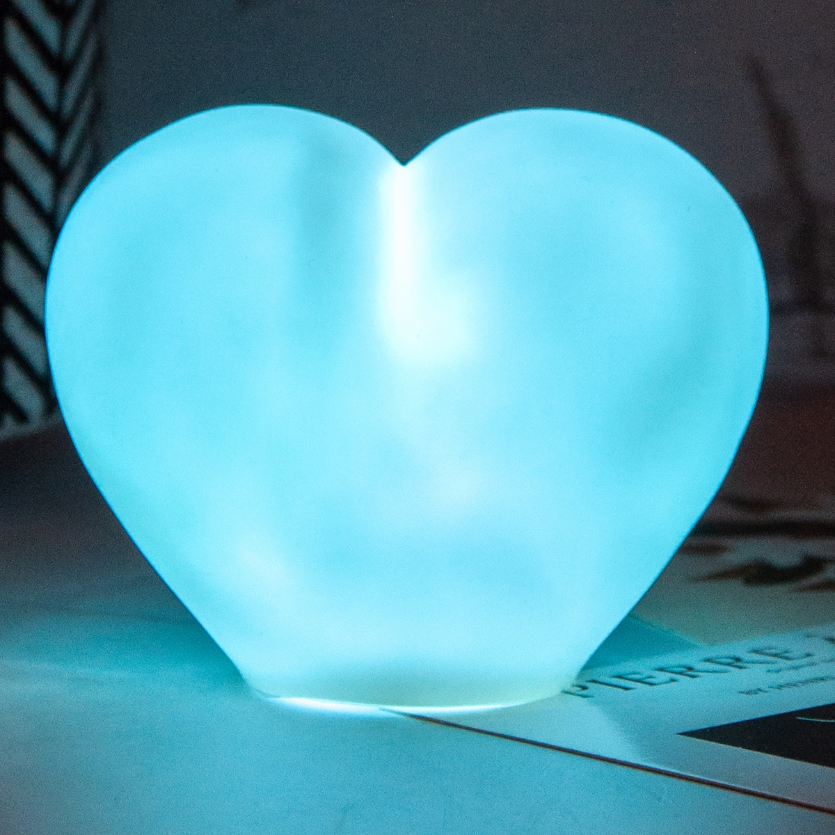 Многоцветный ночник в форме сердца 1шт