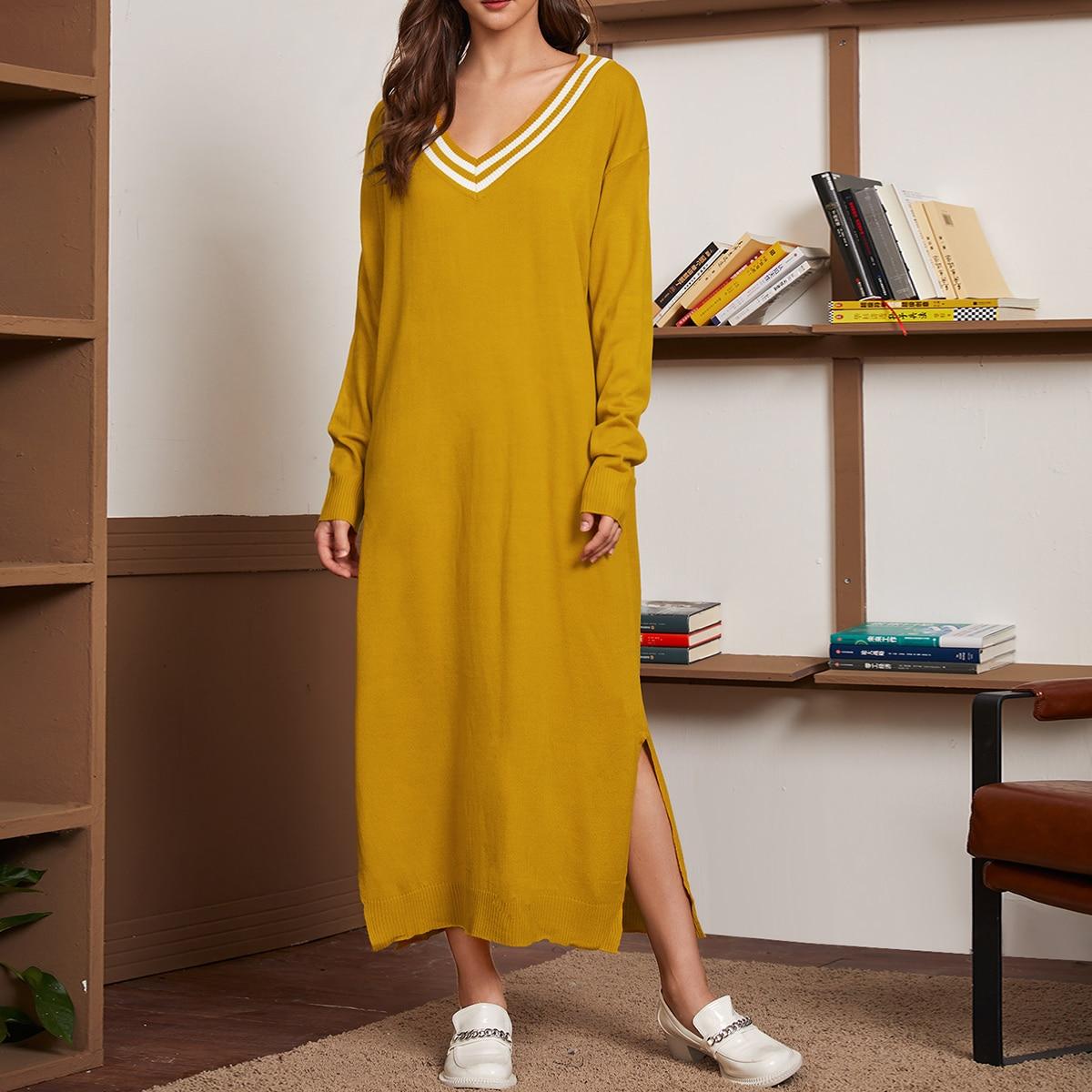 Трикотажное платье с разрезом и v-образным воротником