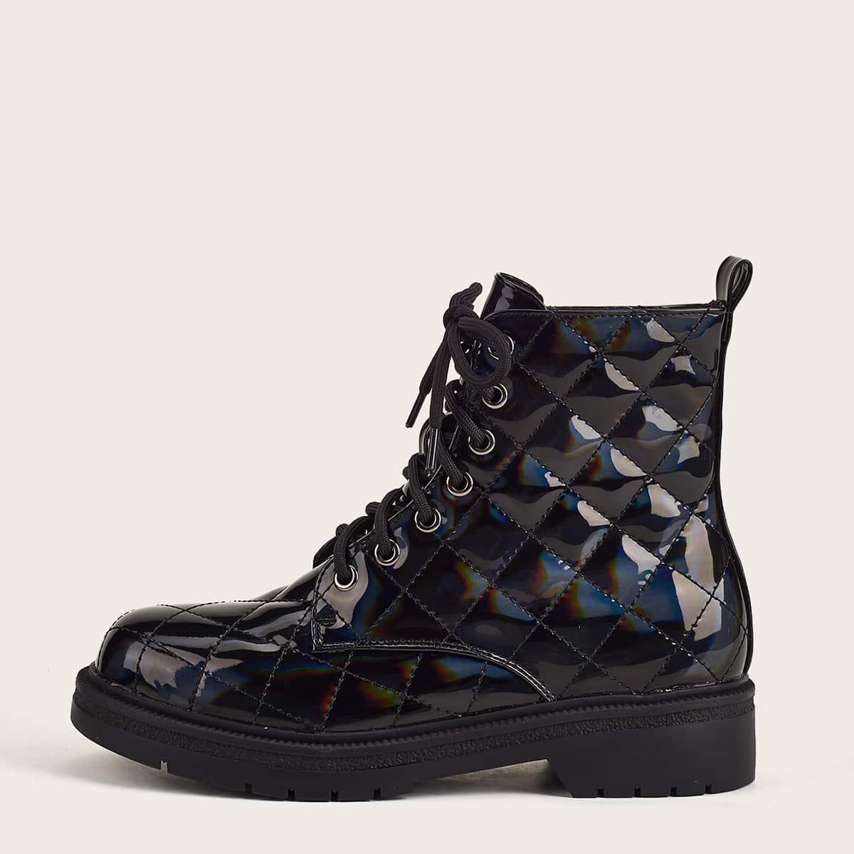 Стеганые ботинки из лакированной кожи