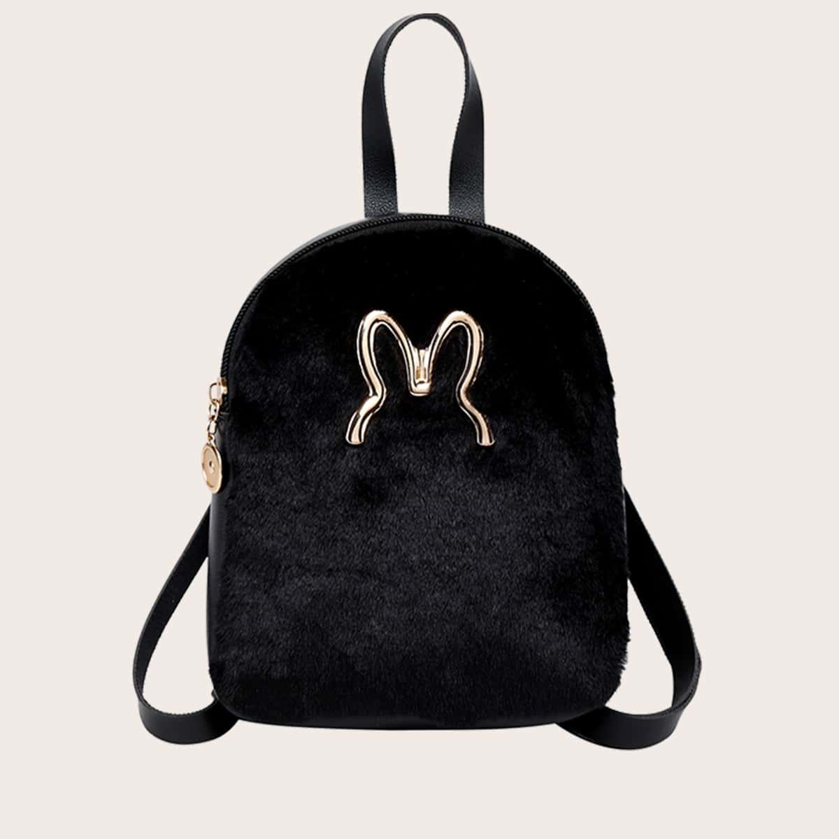 Плюшевый рюкзак с металлическим декором