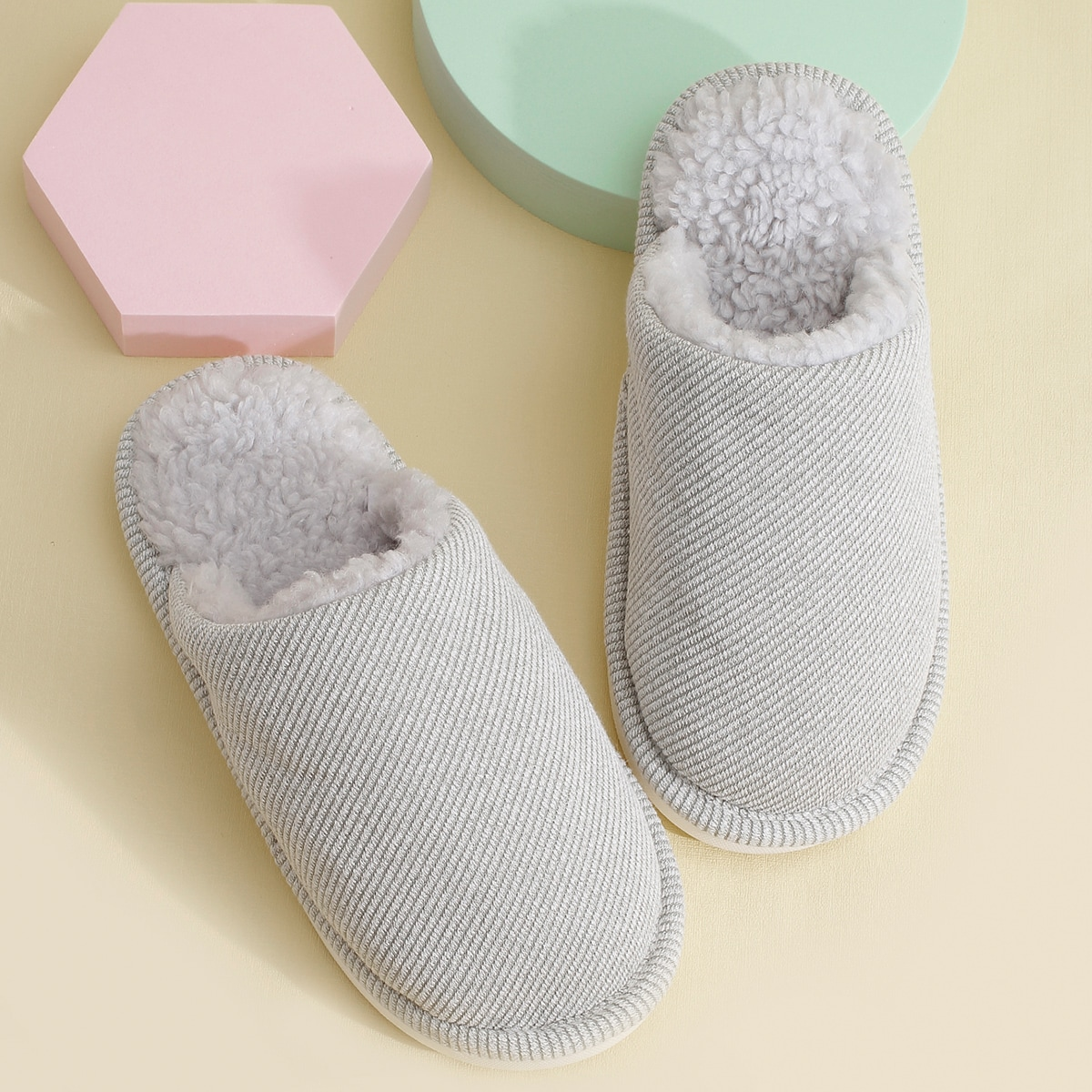 SHEIN / Minimalist Round Toe Plush Lined Slippers