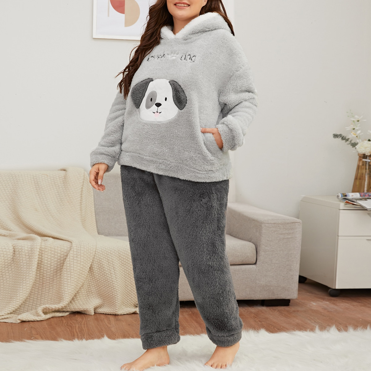 Плюшевая пижама размера плюс с вышивкой