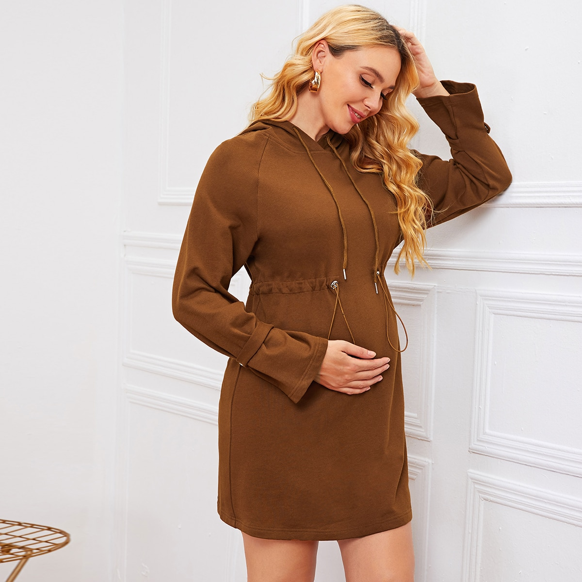 Платье с капюшоном и рукавом реглан на кулиске для беременных