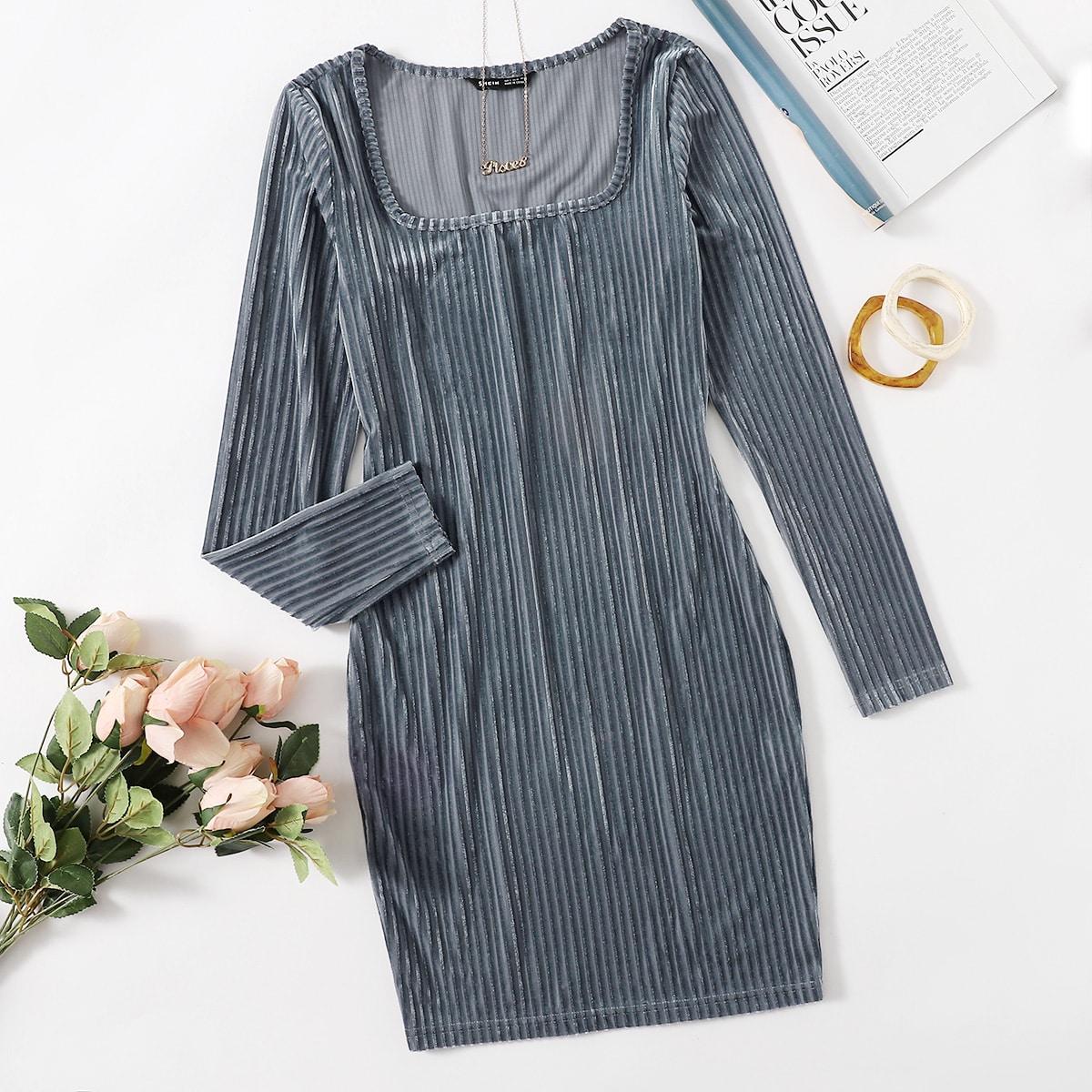 Бархатное платье в рубчик с квадратным воротником