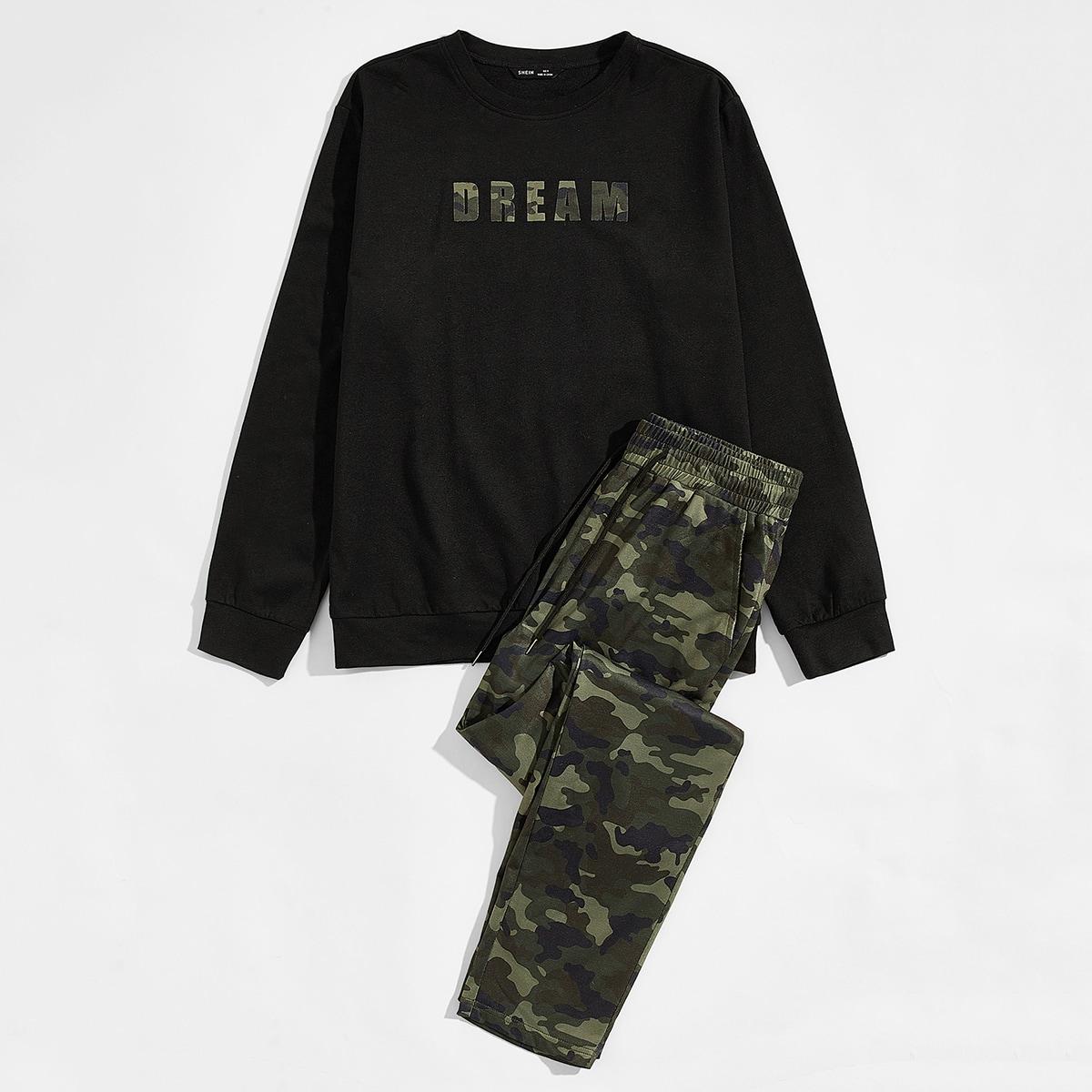 Мужской пуловер с текстовым принтом и брюки с камуфляжным принтом на кулиске