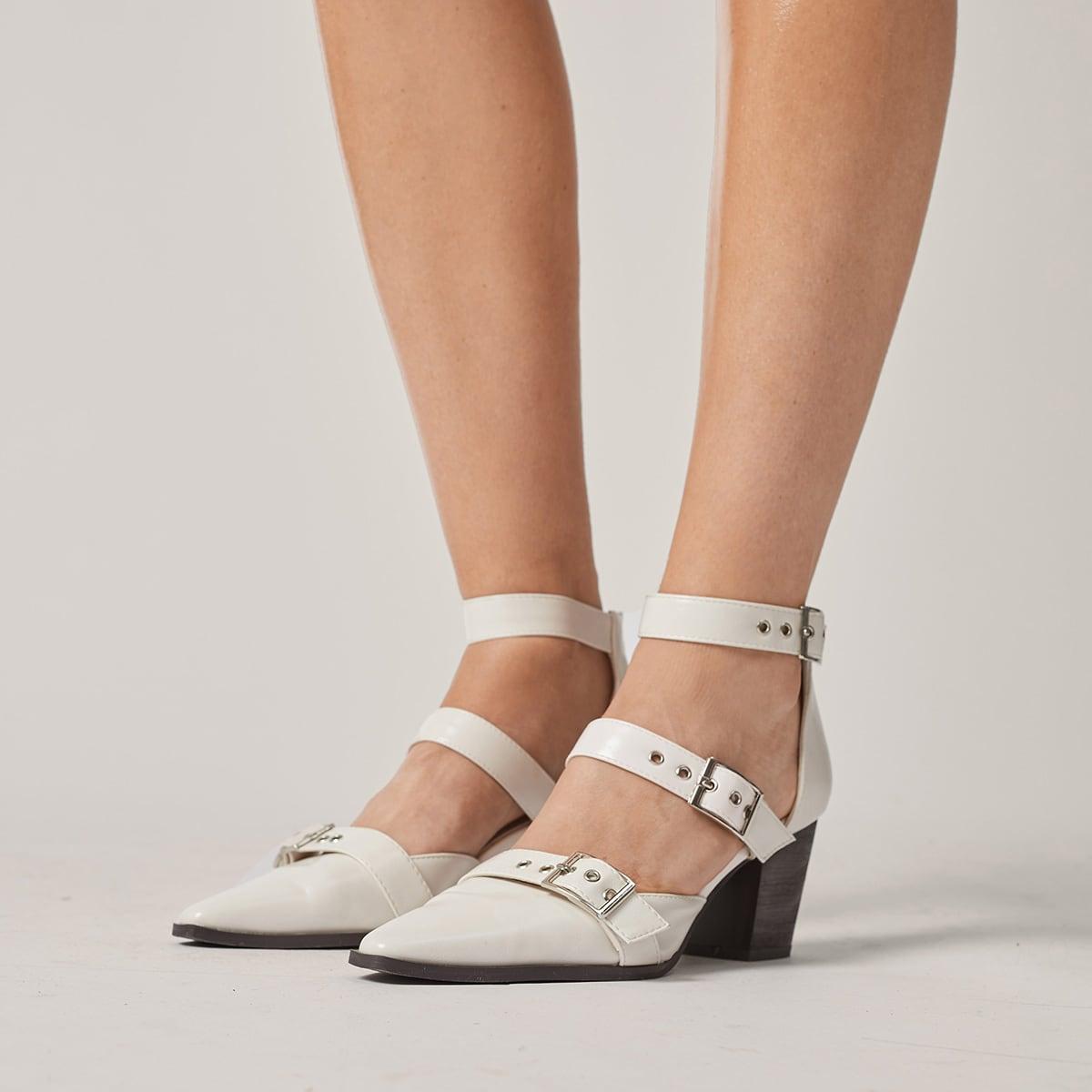 Туфли на массивном каблуке с пряжкой