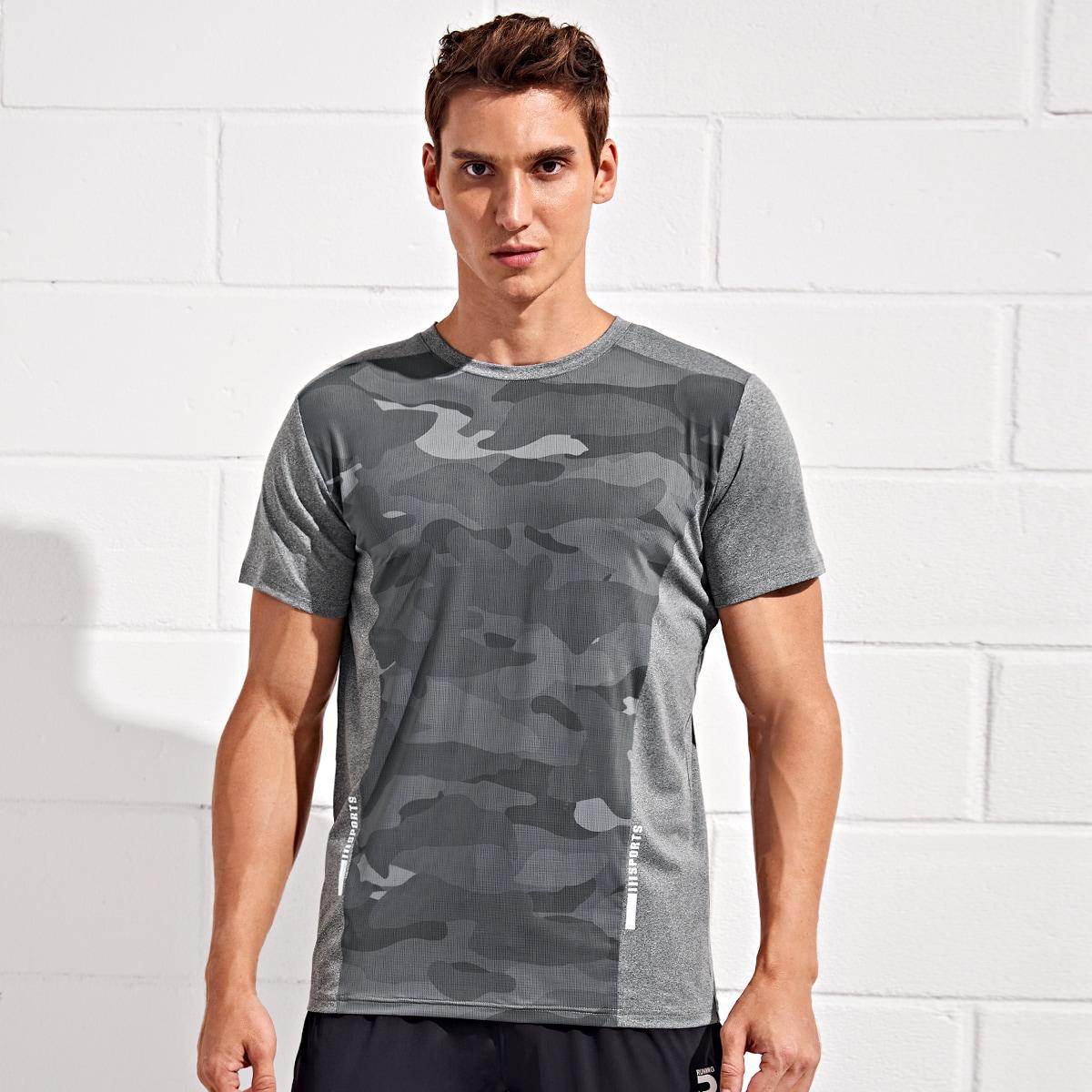 Мужская спортивная футболка с текстовым и камуфляжным