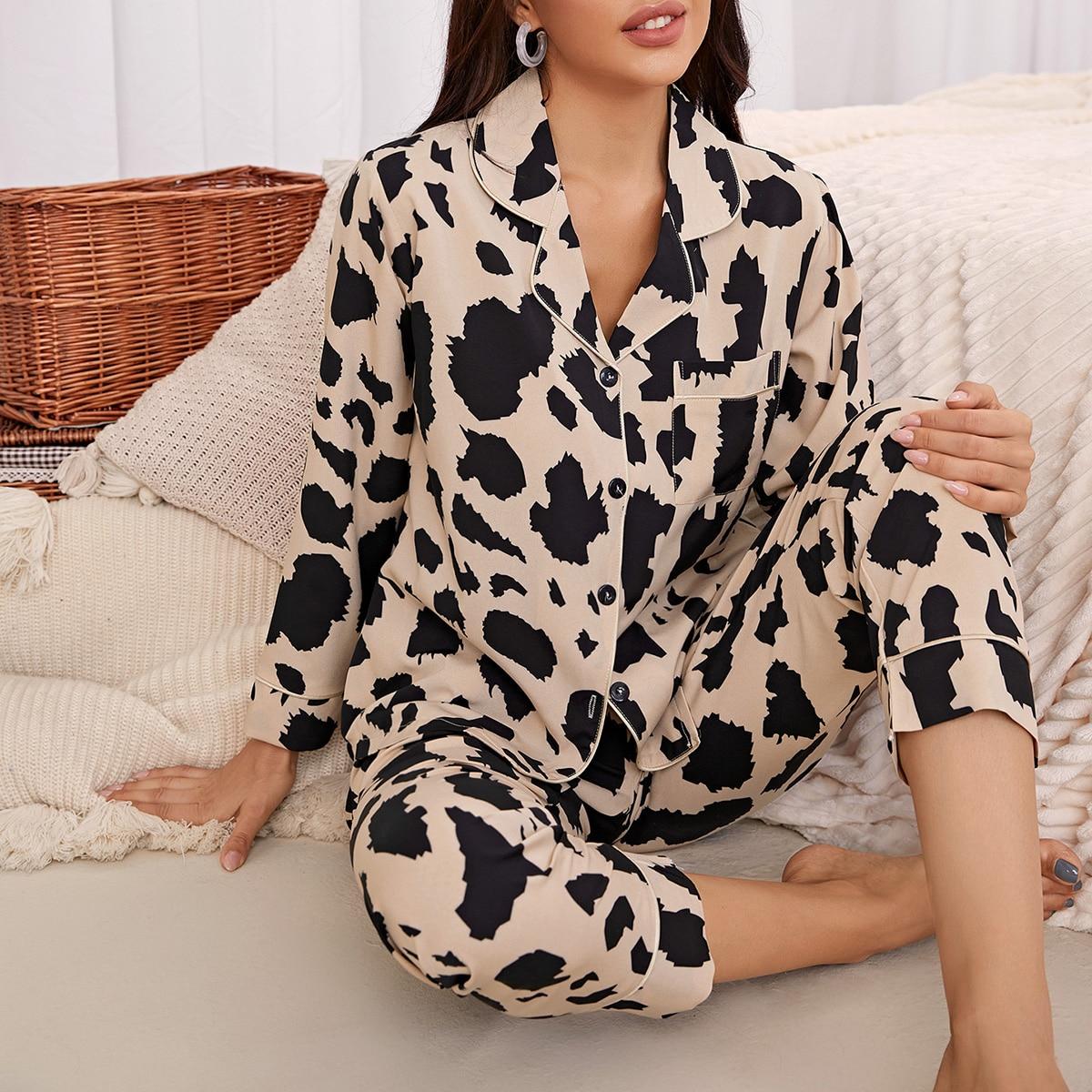 Пижама с карманом, пуговицами и принтом
