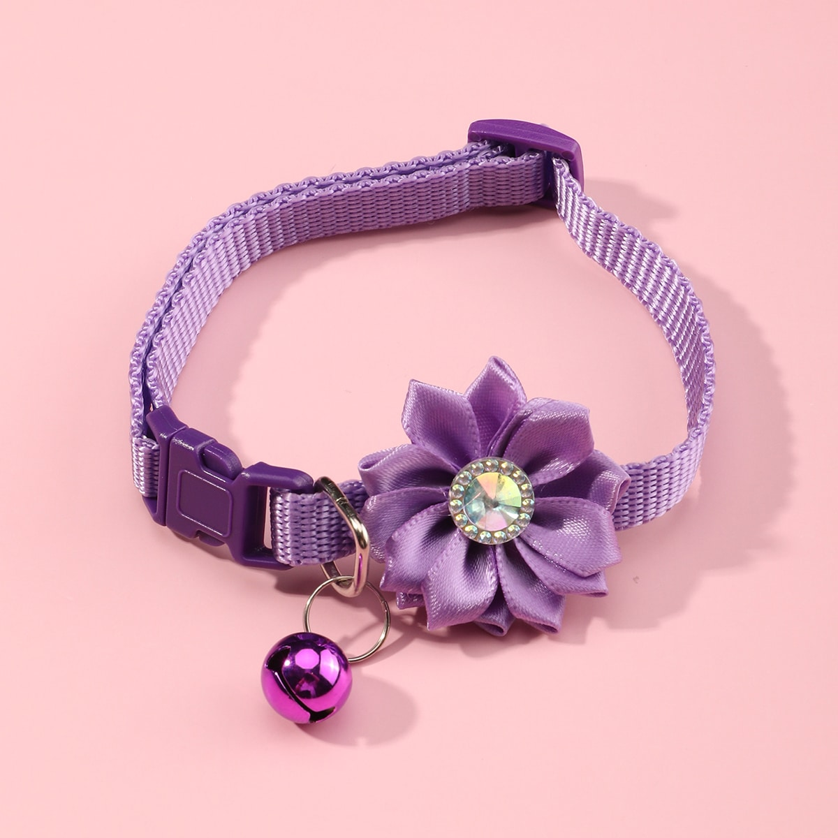 1 Stück Katzenhalsband mit Blumen Dekor und Klingel
