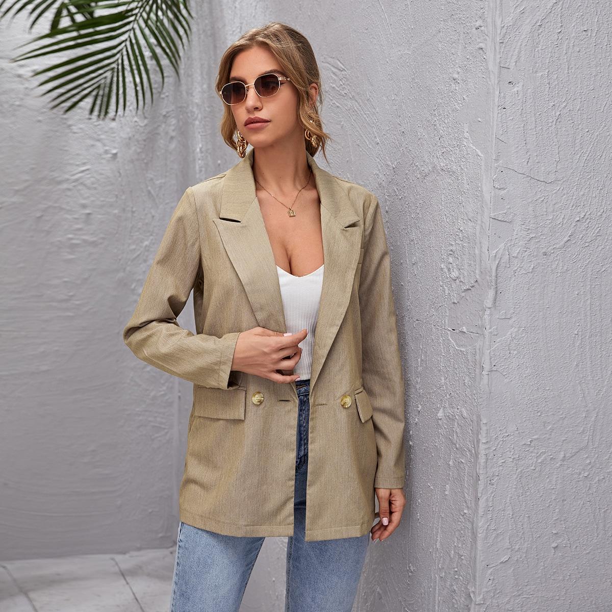 Пиджак с пуговицами и карманом