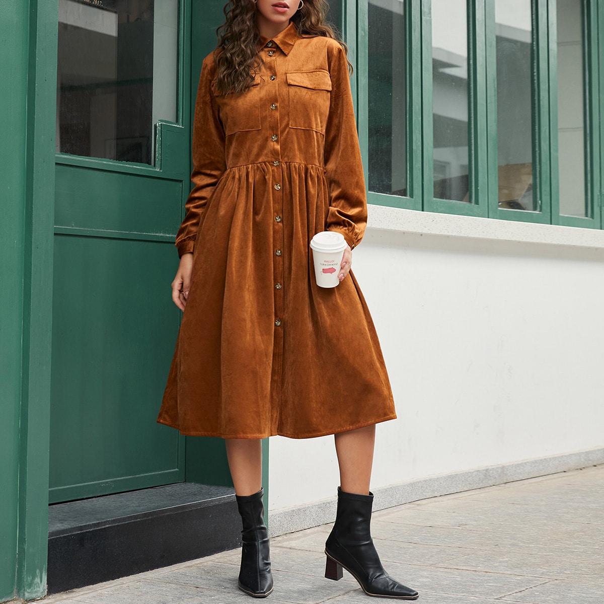 Вельветовое однобортное платье с карманом