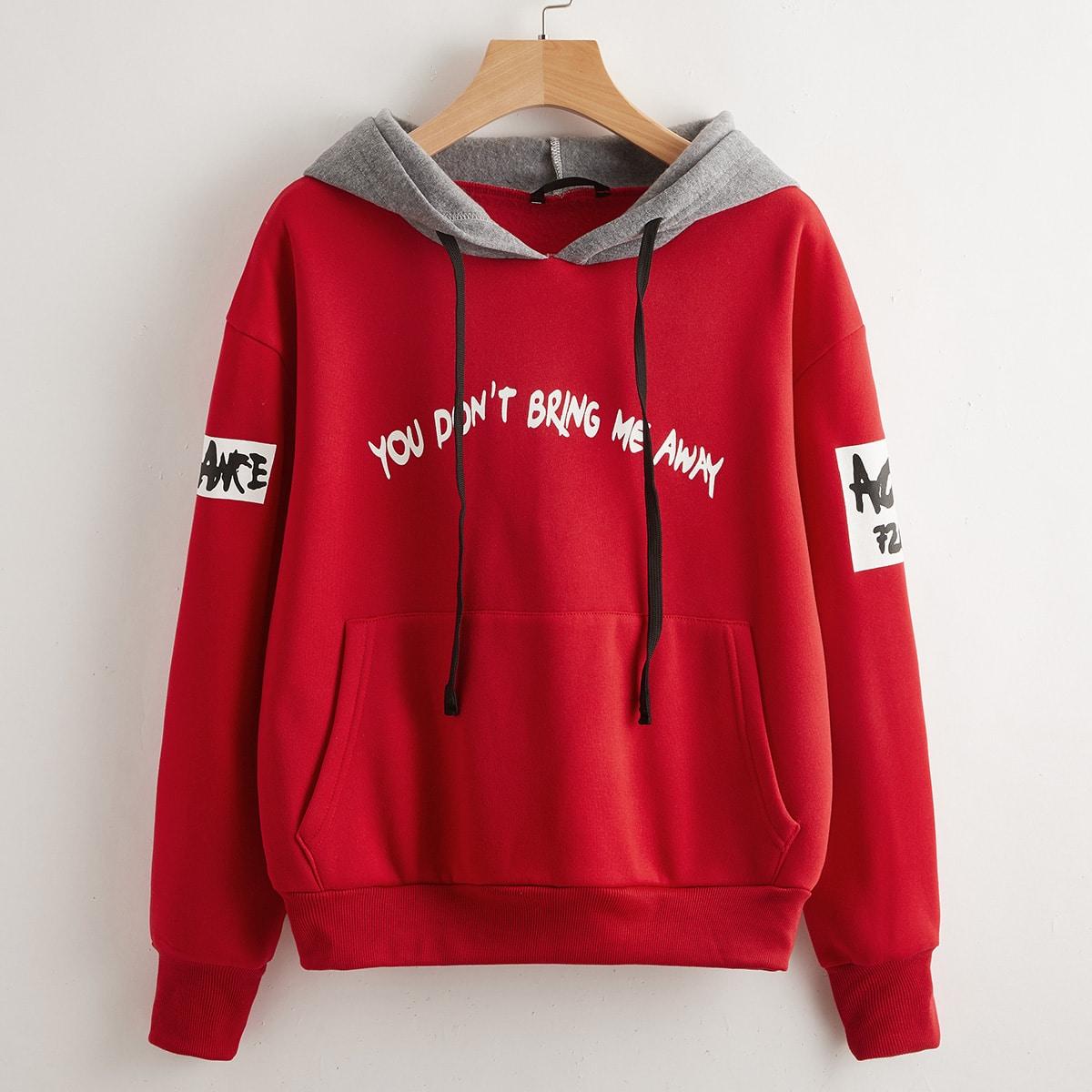 Пуловер с капюшоном и с рисунками буквы