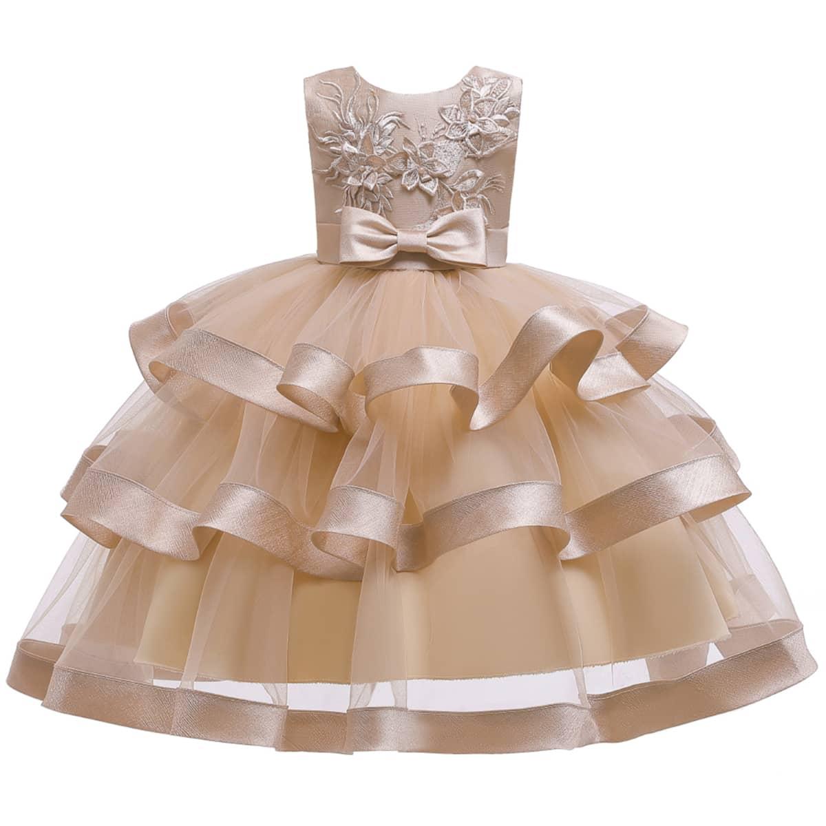 Многослойное платье с бантом и вышивкой для девочек