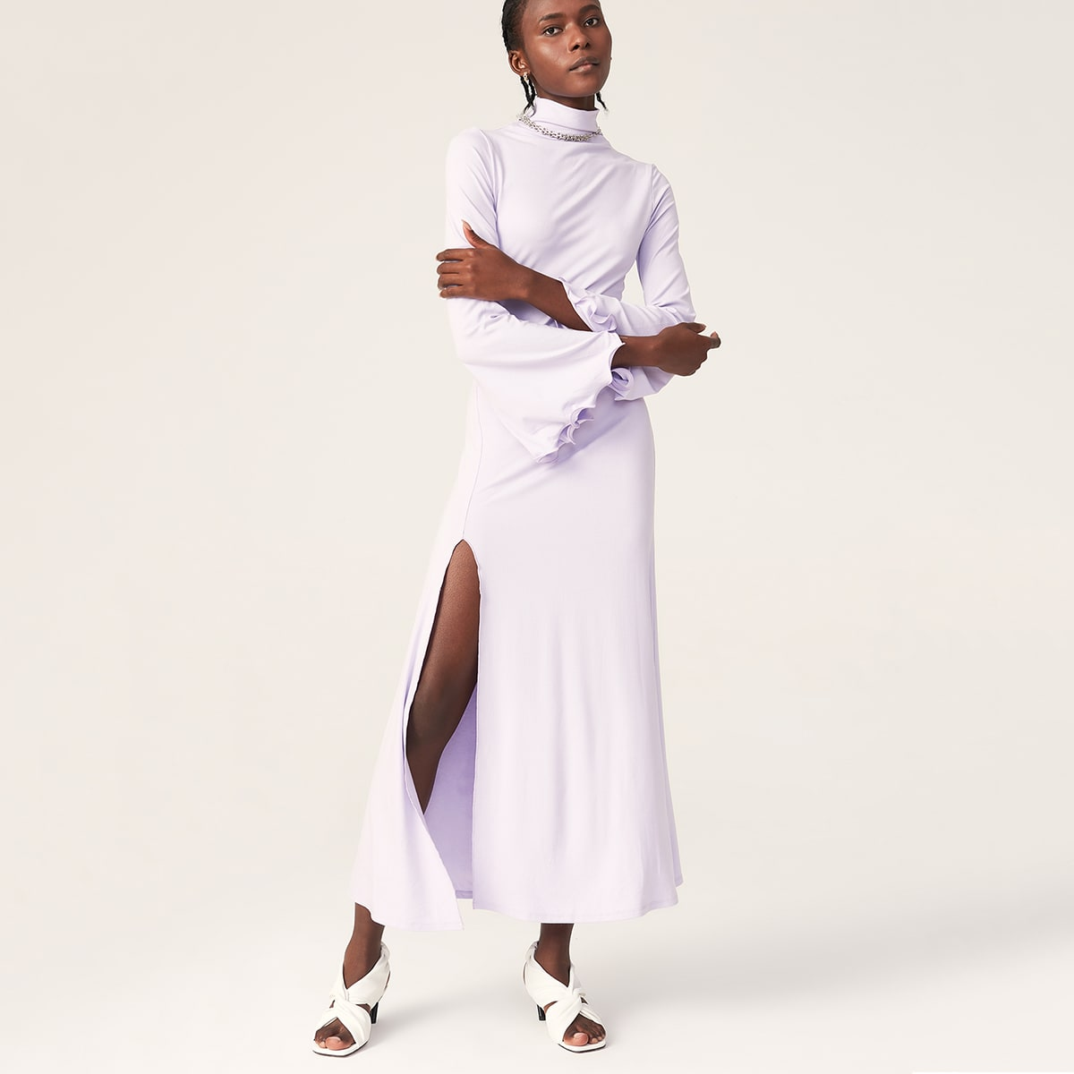 Платье из искусственного шелка с высоким воротником