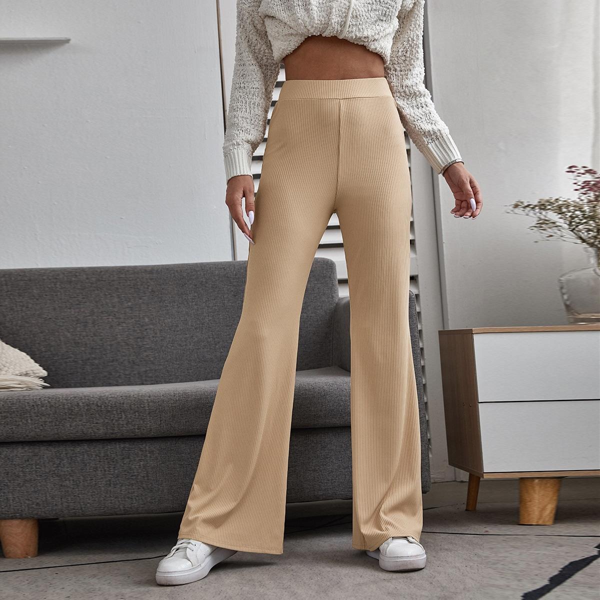 Однотонные расклешенные брюки в рубчик