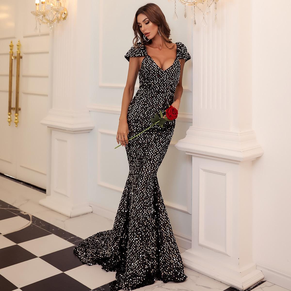 Блестящее платье-русалка с открытой спиной