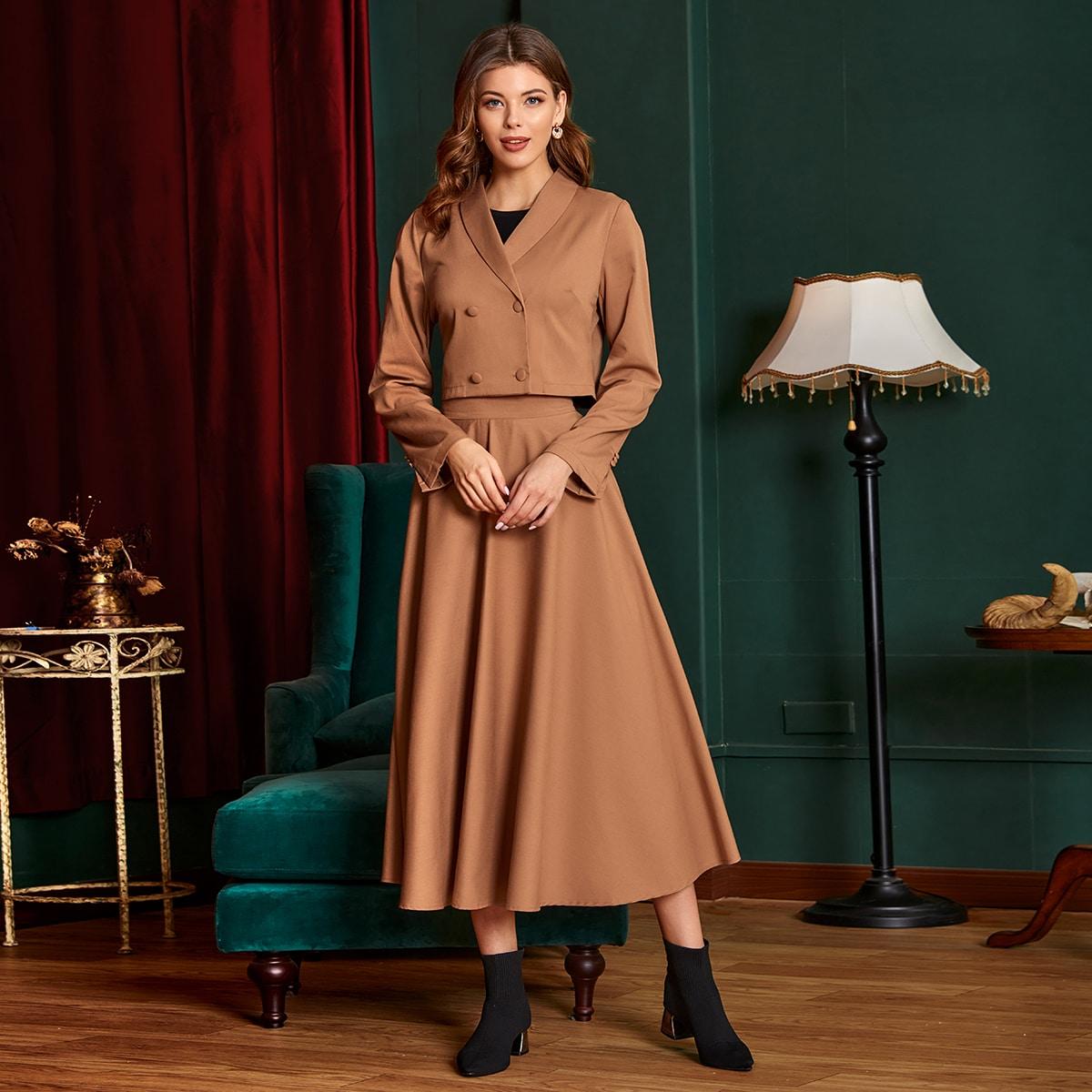 Двубортный пиджак и юбка