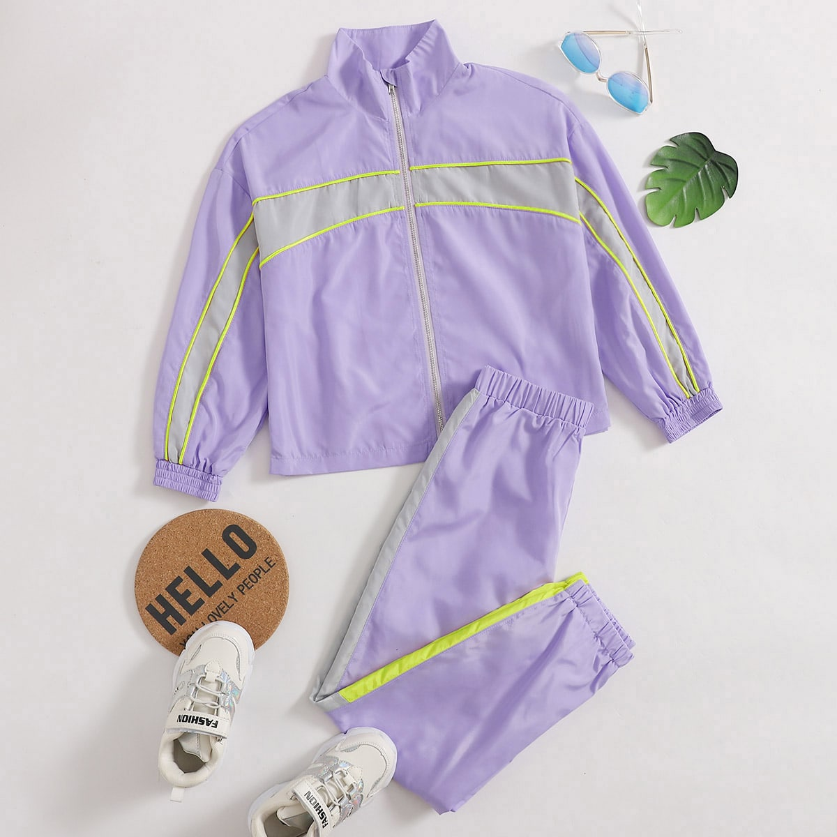 Куртка и спортивные брюки для девочек