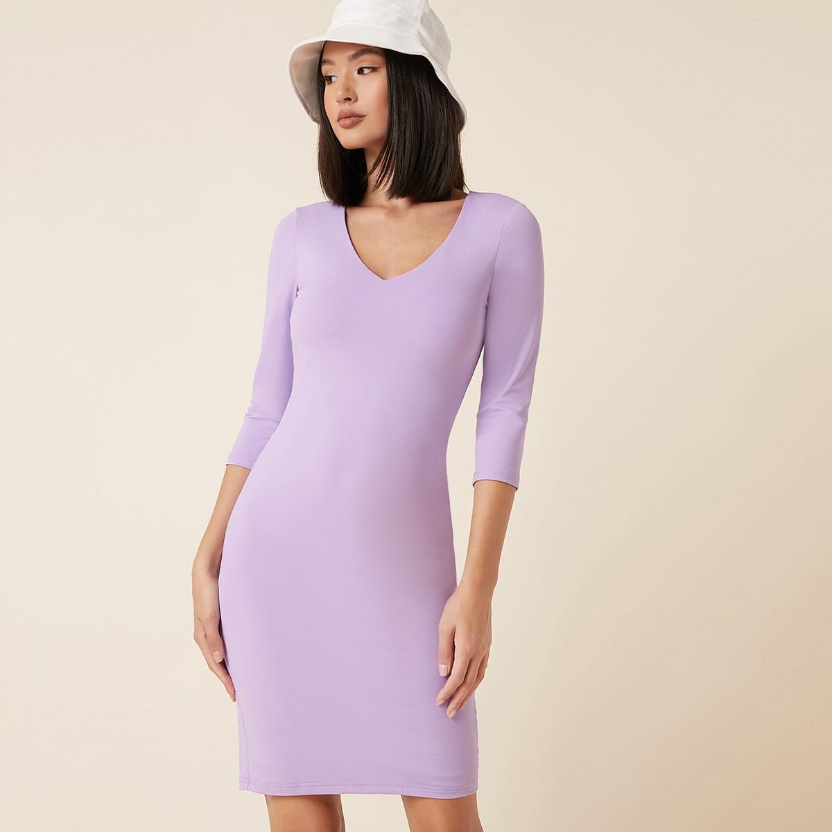 Облегающее платье с v-образным воротником и разрезом