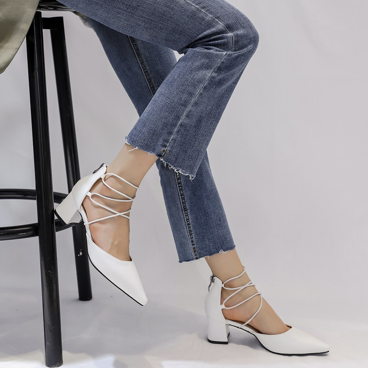 Минималистские туфли на среднем каблуке