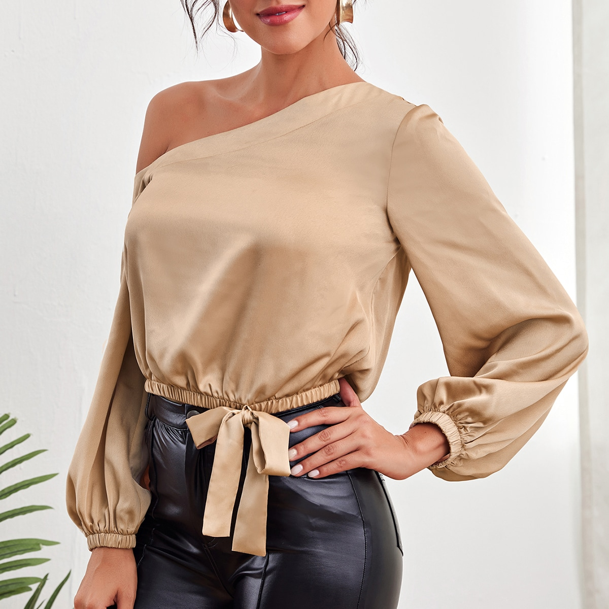 Asymmetrical Neck Knot Side Top
