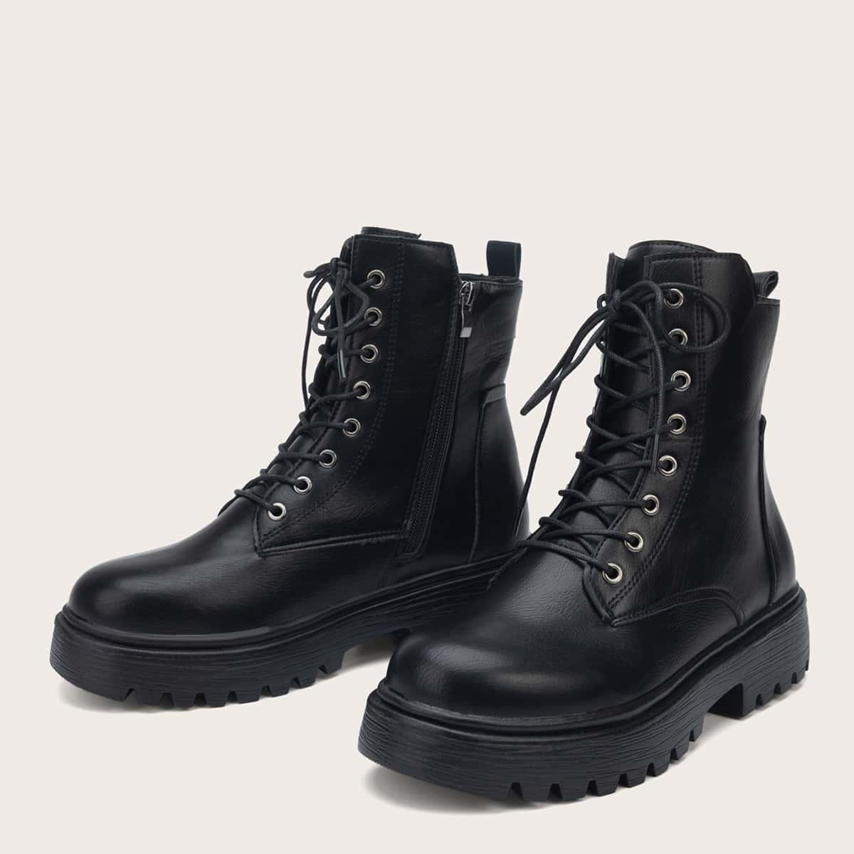 Минималистские ботинки на шнурках
