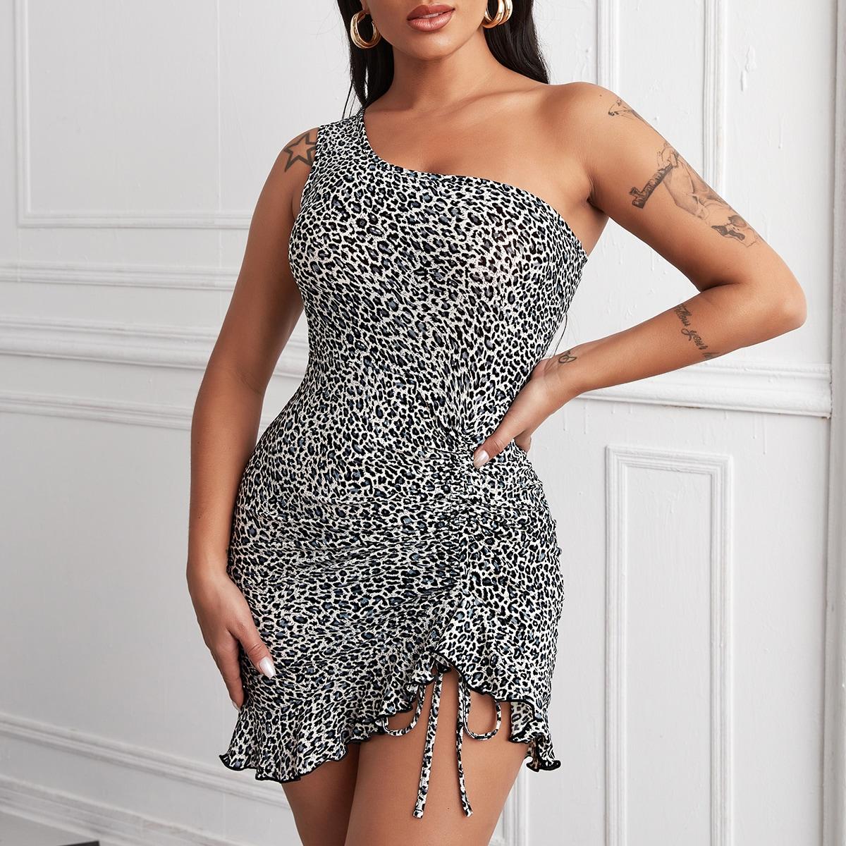 Платье на одно плечо с леопардовым принтом и оборкой