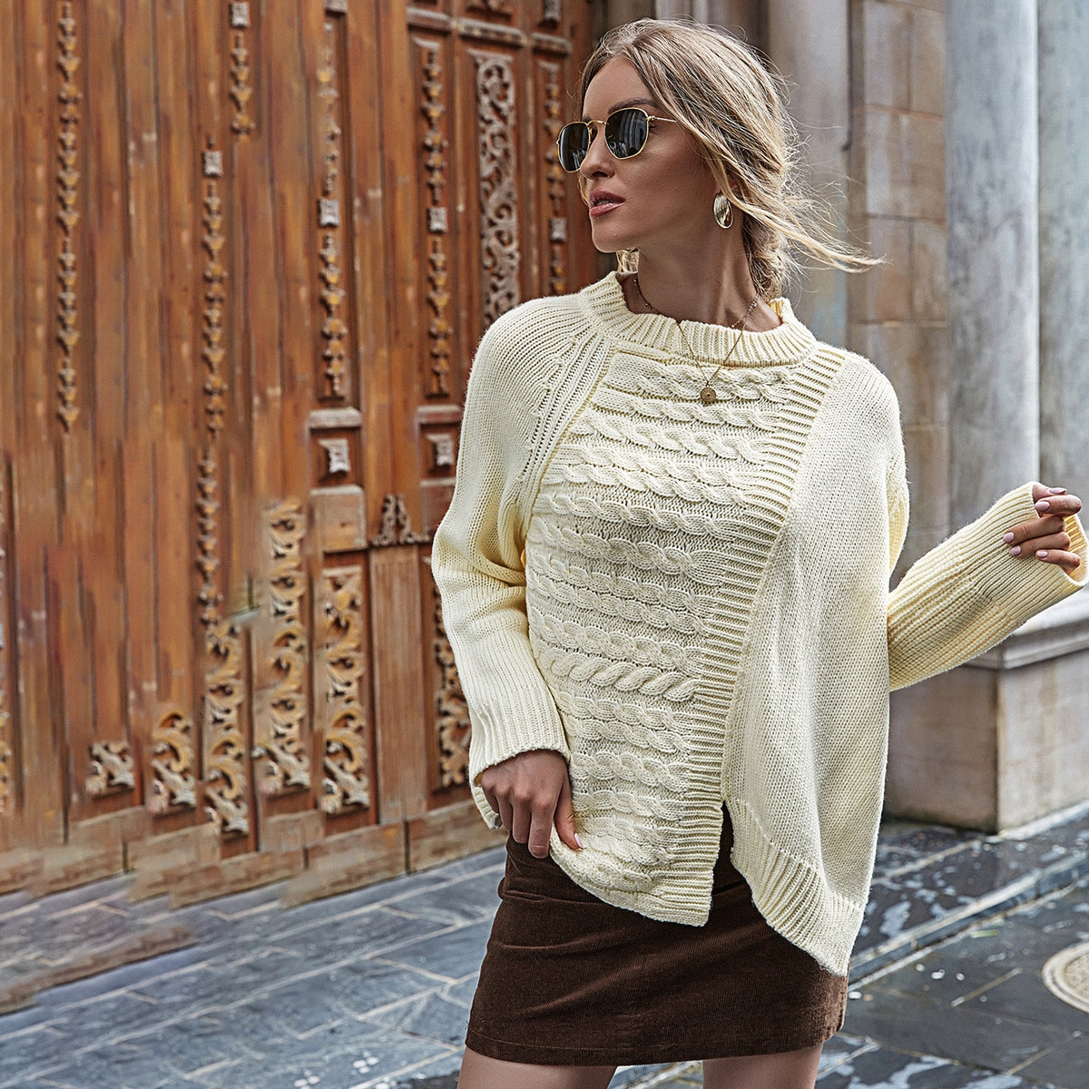 Оригинальный свитер оверсайз с разрезом