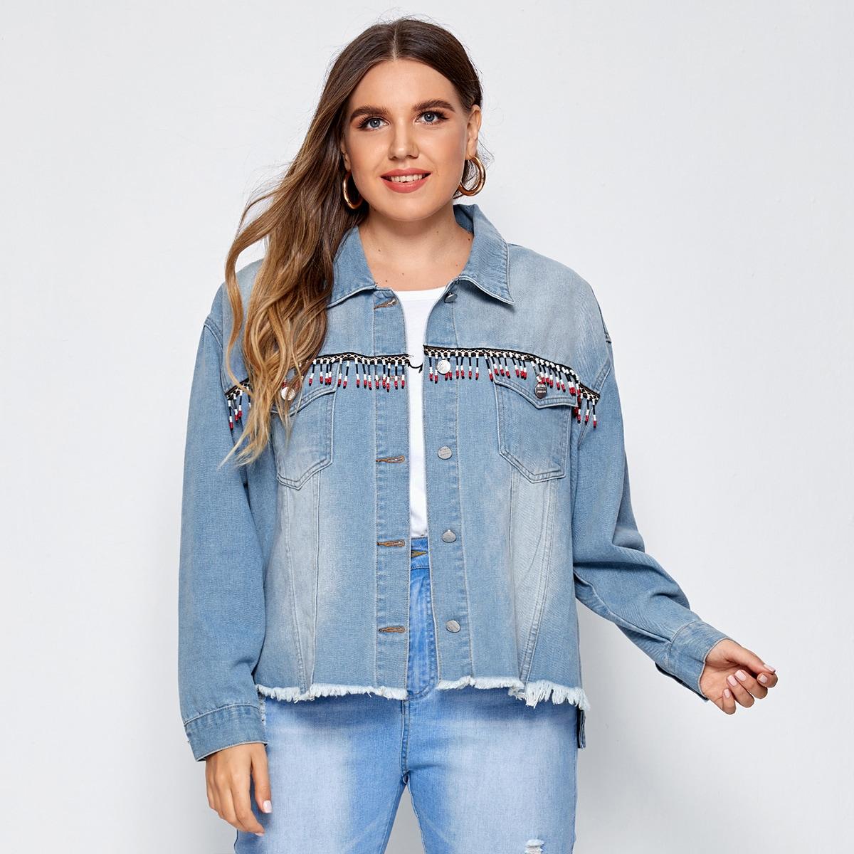 Джинсовая куртка размера плюс с карманом и бахромой