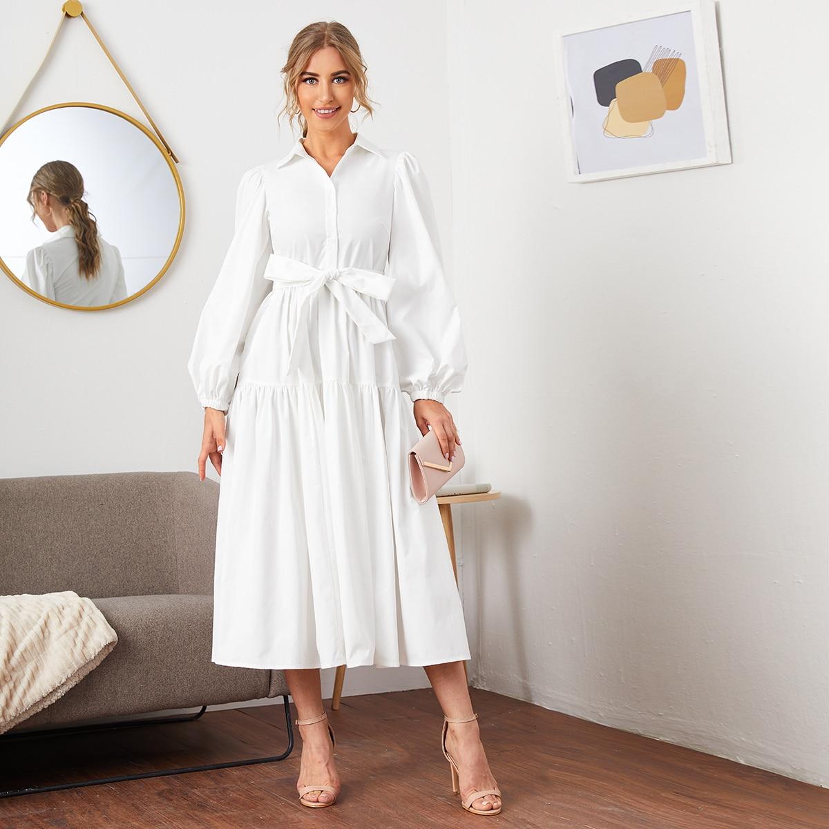 Платье на пуговицах с оригинальным рукавом и поясом