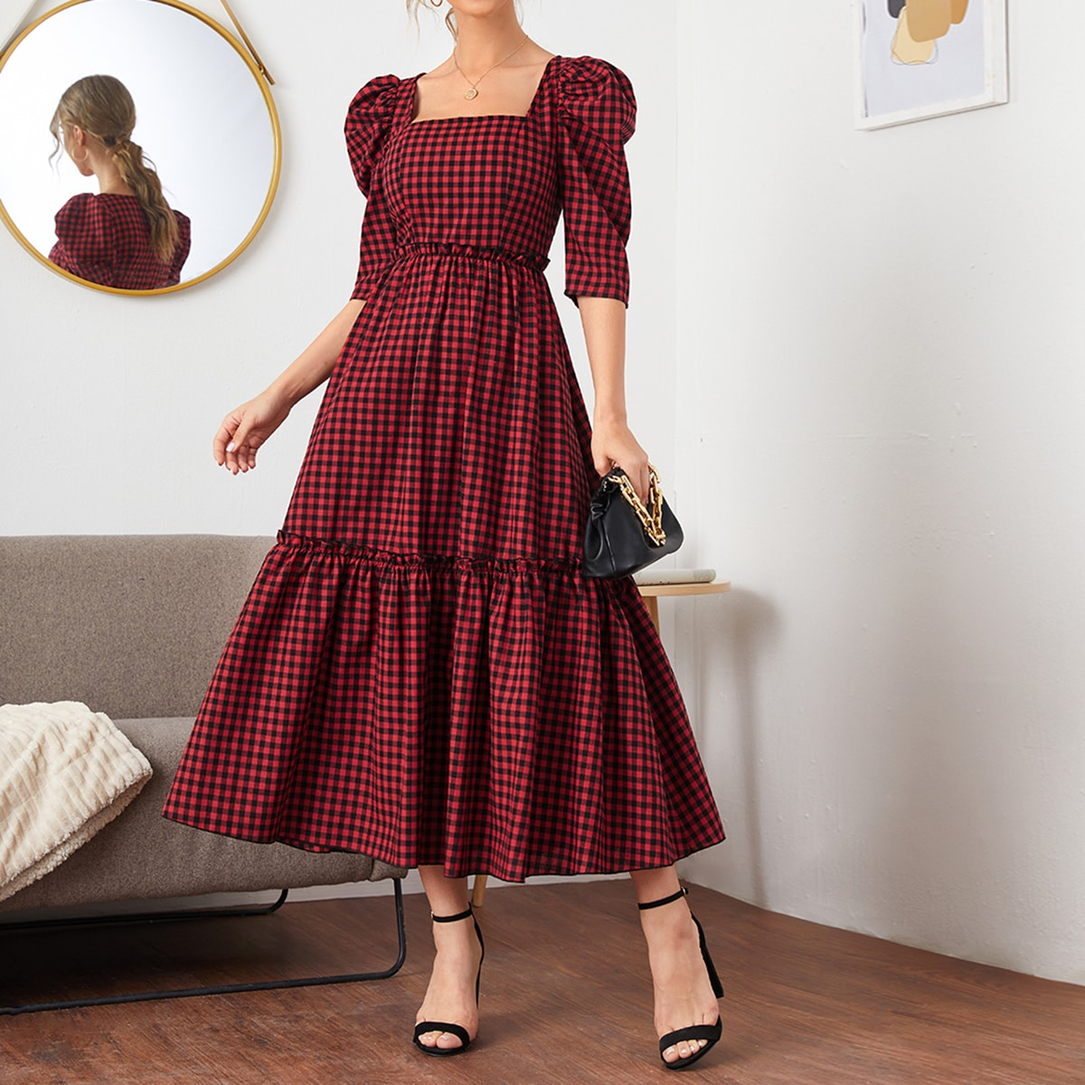 Платье в клетку с пышными рукавами
