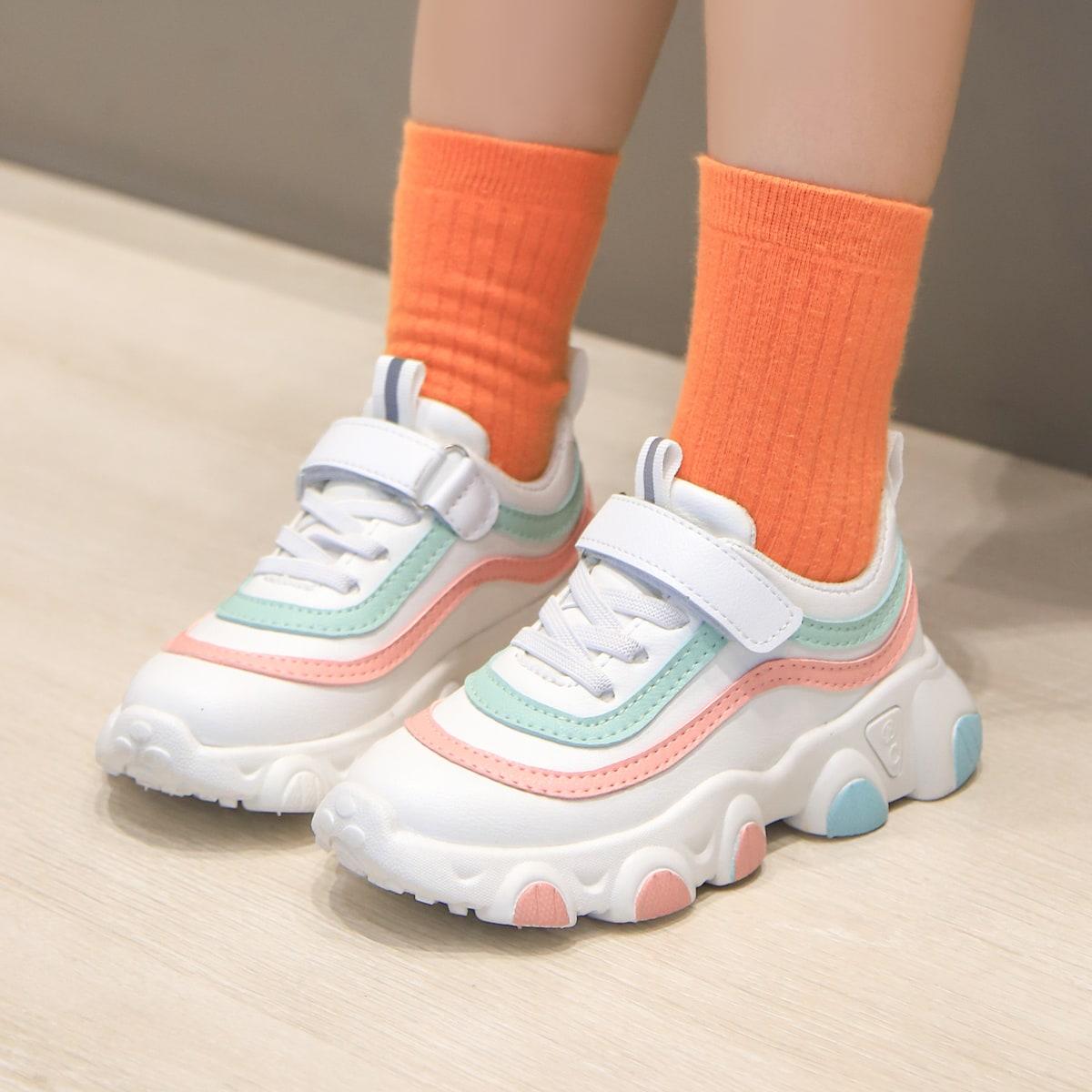 Контрастные кроссовки на липучке и платформе для девочек