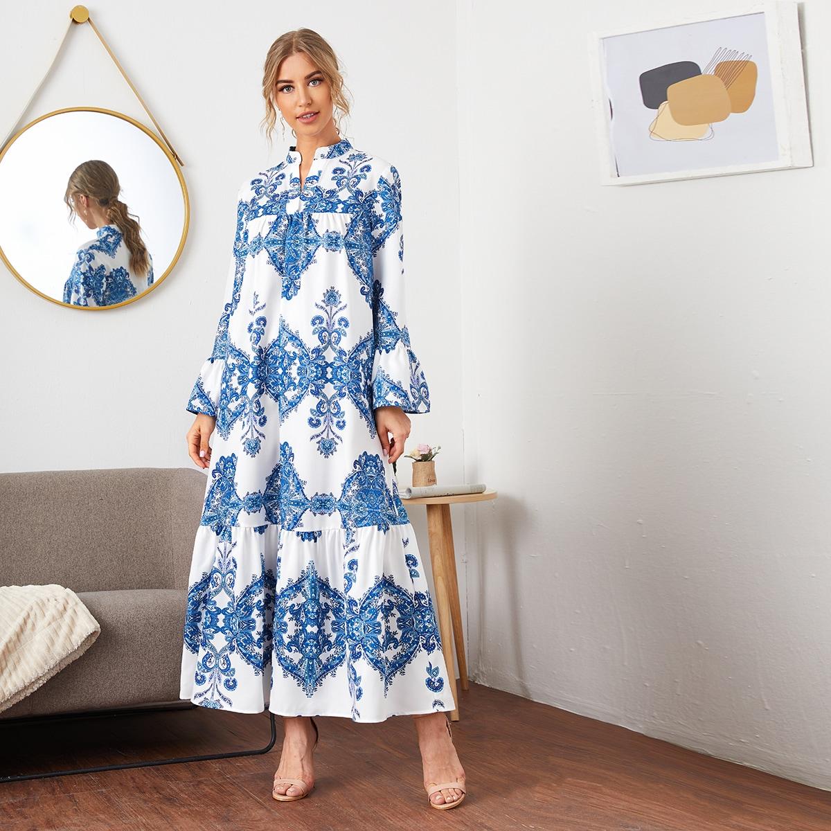 Maxi Kleid mit eingekerbtem Kragen und Schößchen am Saum