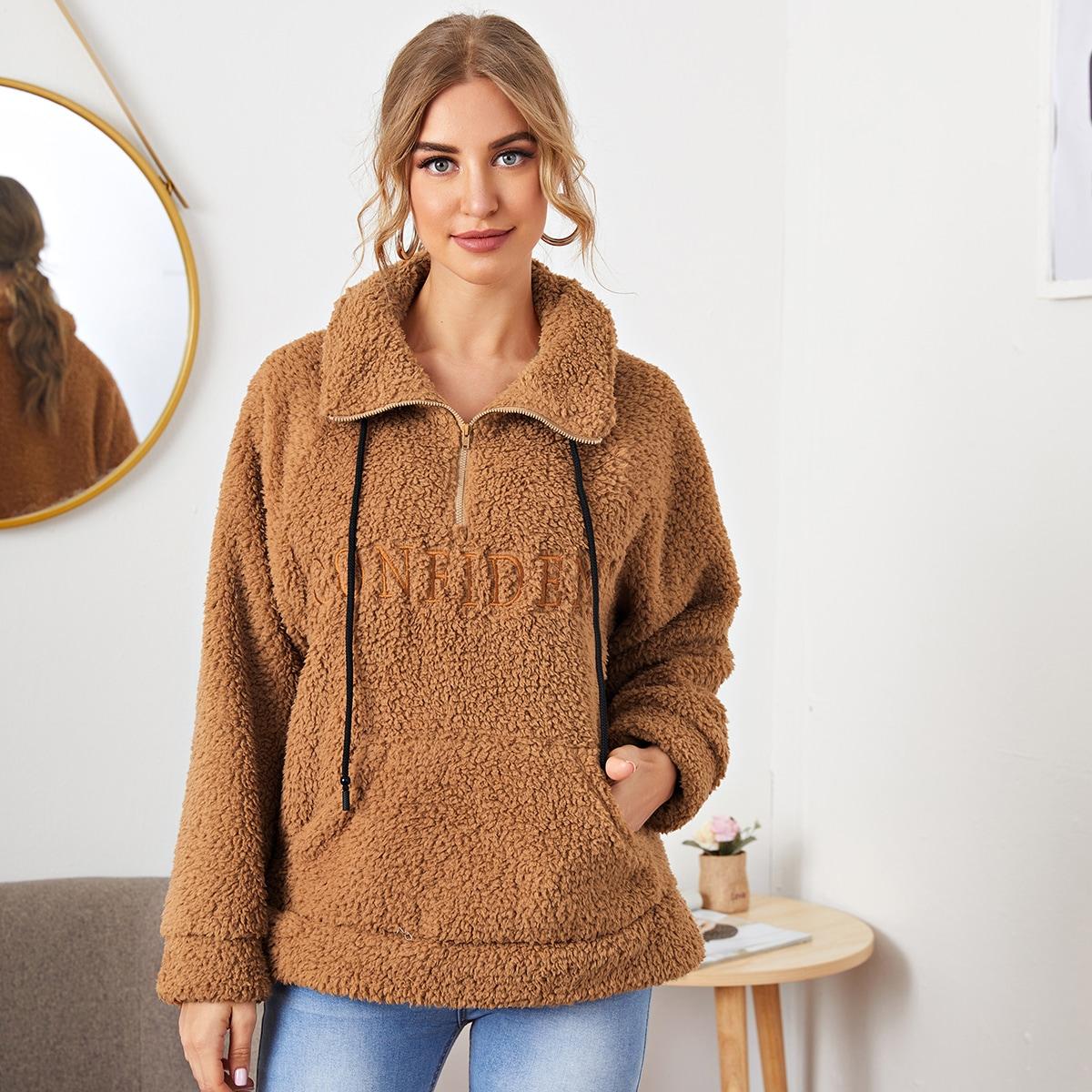 Плюшевый пуловер с молнией и текстовой вышивкой