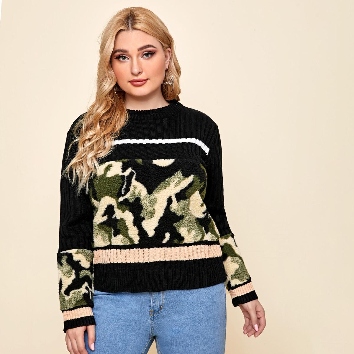 Трикотажный свитер размера плюс с камуфляжным рисунком