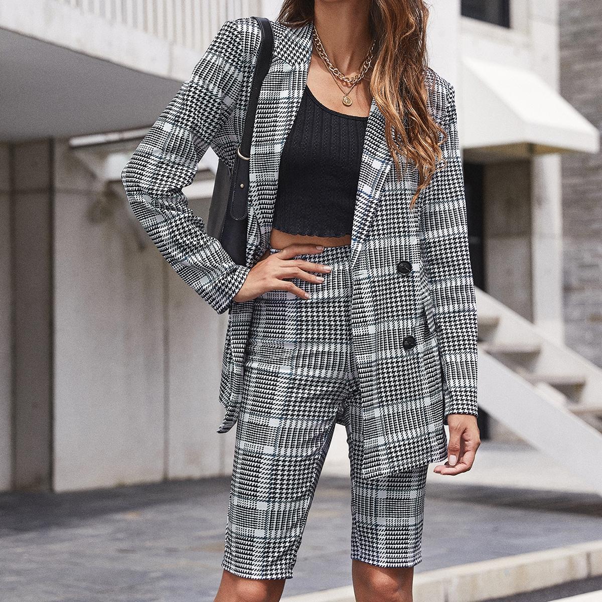 Двубортный пиджак и шорты с узором хаундстута